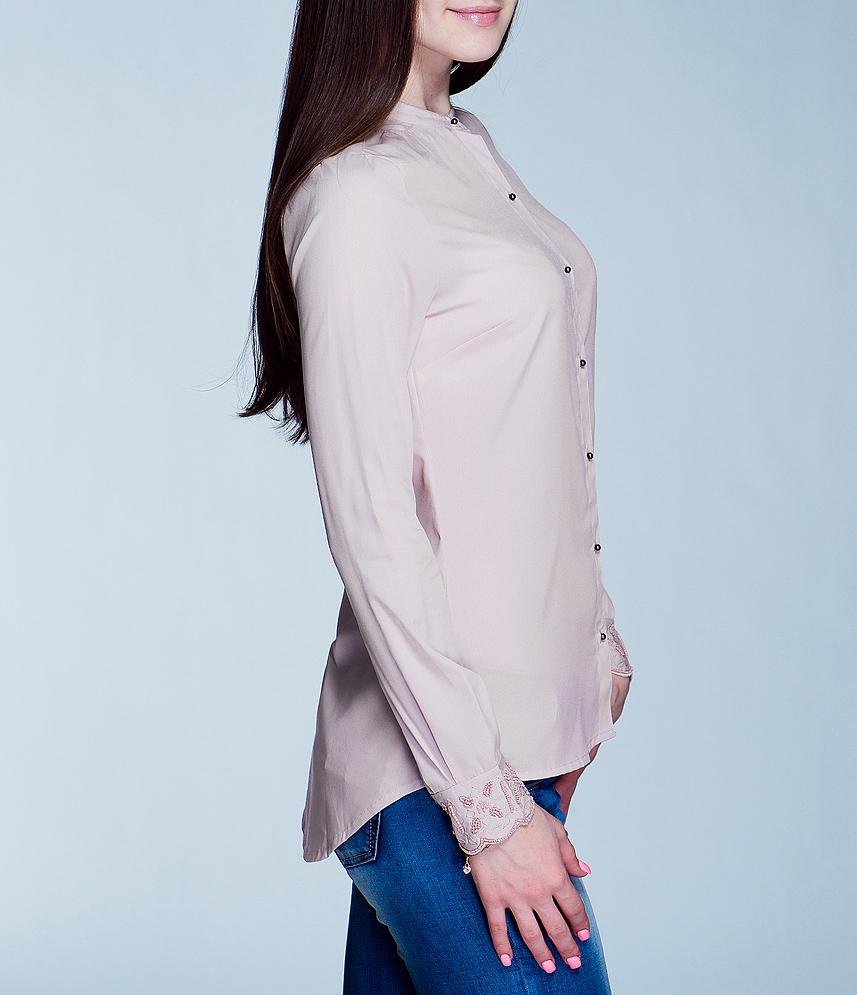 Блуза женская. 100900100900Симпатичная женская блуза ICHI, выполненная из высококачественного материала, - находка для современной женщины, желающей выглядеть стильно и модно. Модель приталенного кроя с круглым вырезом горловины, длинными рукавами застегивается на пуговицы. Манжеты рукавов оформлены вышивкой и расшиты бисером. Такая модель, несомненно, вам понравится и послужит отличным дополнением к вашему гардеробу.
