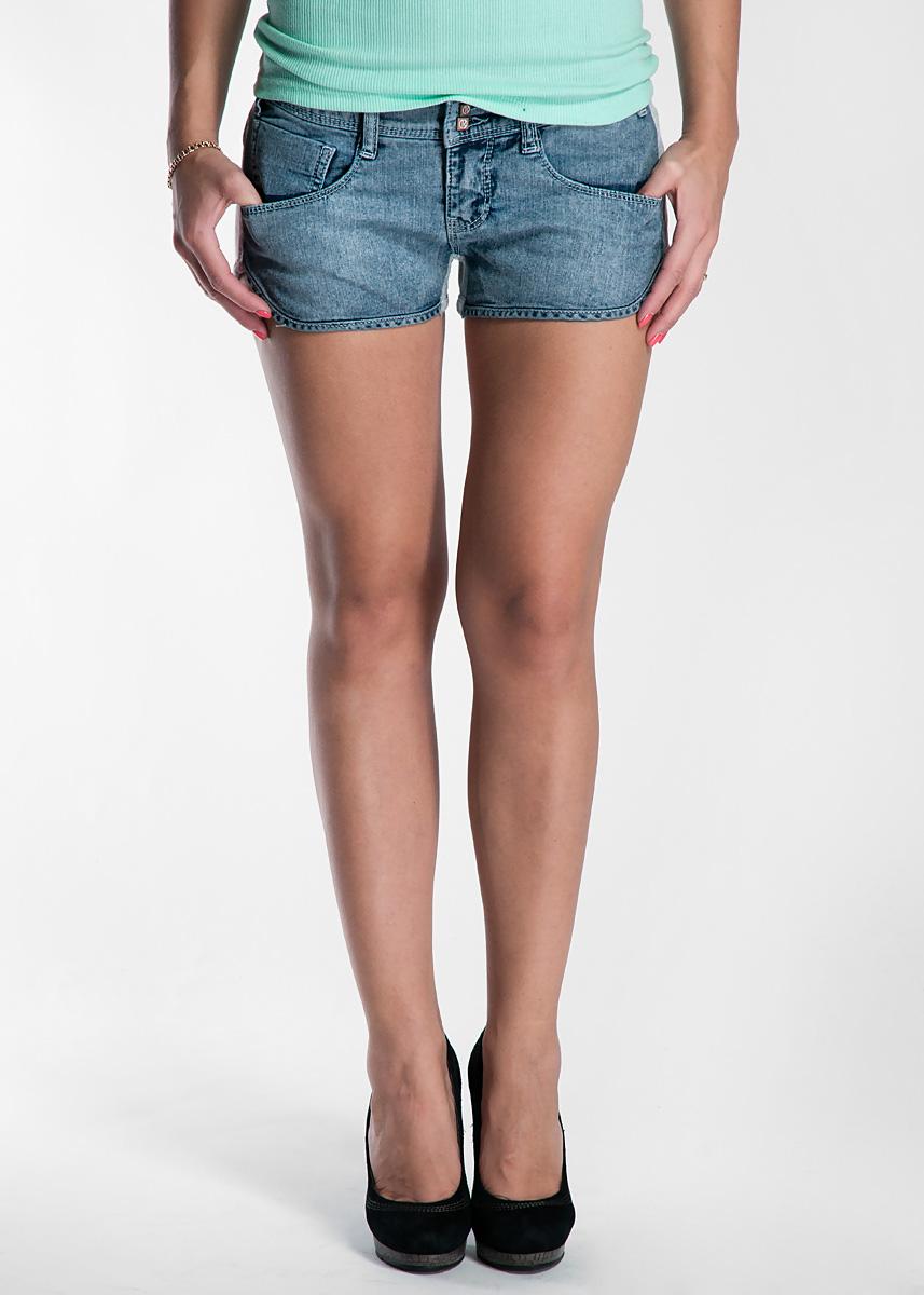 ШортыRDP307212014Стильные шорты, изготовленные из хлопка с эластаном, созданы для модных и смелых девушек. Модель с застежкой-молнией дополнительно застегивается на пуговицу. На поясе имеются шлевки для ремня. Лицевая сторона шорт выполнена из денима, задняя из мягкого трикотажа. Шорты дополнены двумя прорезными карманами спереди и накладным карманом сзади. В этих модных шортах вы будете чувствовать себя уверенно, оставаясь в центре внимания.