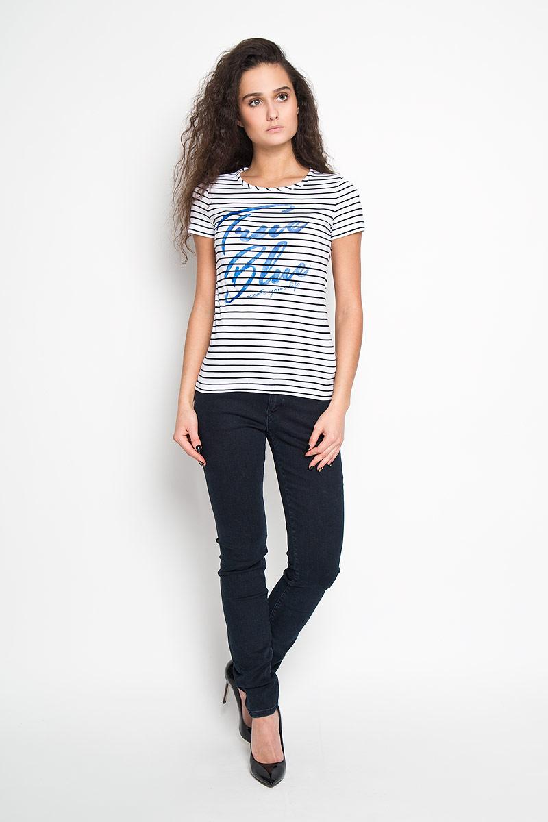 ФутболкаTs-111/741-6121Стильная женская футболка Sela, выполненная из высококачественного хлопка, обладает высокой теплопроводностью, воздухопроницаемостью и гигроскопичностью, позволяет коже дышать. Модель с короткими рукавами и круглым вырезом - идеальный вариант для создания образа в стиле Casual. Футболка оформлена принтом в тонкую полоску со стилизованной надписью True Blue. Такая модель подарит вам комфорт в течение всего дня и послужит замечательным дополнением к вашему гардеробу.
