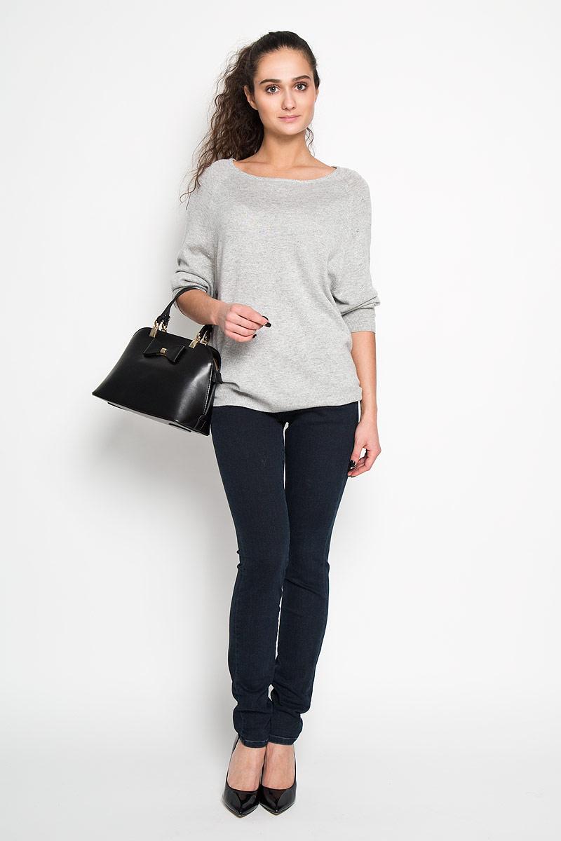 Джинсы женские. J2IJ203589J2IJ203589Стильные женские джинсы Calvin Klein Jeans - джинсы высочайшего качества на каждый день, которые прекрасно сидят. Модель облегающего кроя и средней посадки изготовлена из высококачественного хлопка с добавлением полиэстера и эластана. Застегиваются джинсы на пуговицу в поясе и ширинку на молнии, имеются шлевки для ремня. Спереди модель оформлены двумя втачными карманами и одним небольшим секретным кармашком, а сзади - двумя накладными карманами. На правом заднем кармане имеется небольшой металлический декоративный элемент с изображением логотипа бренда. Эти модные и в тоже время комфортные джинсы послужат отличным дополнением к вашему гардеробу. В них вы всегда будете чувствовать себя уютно и комфортно.