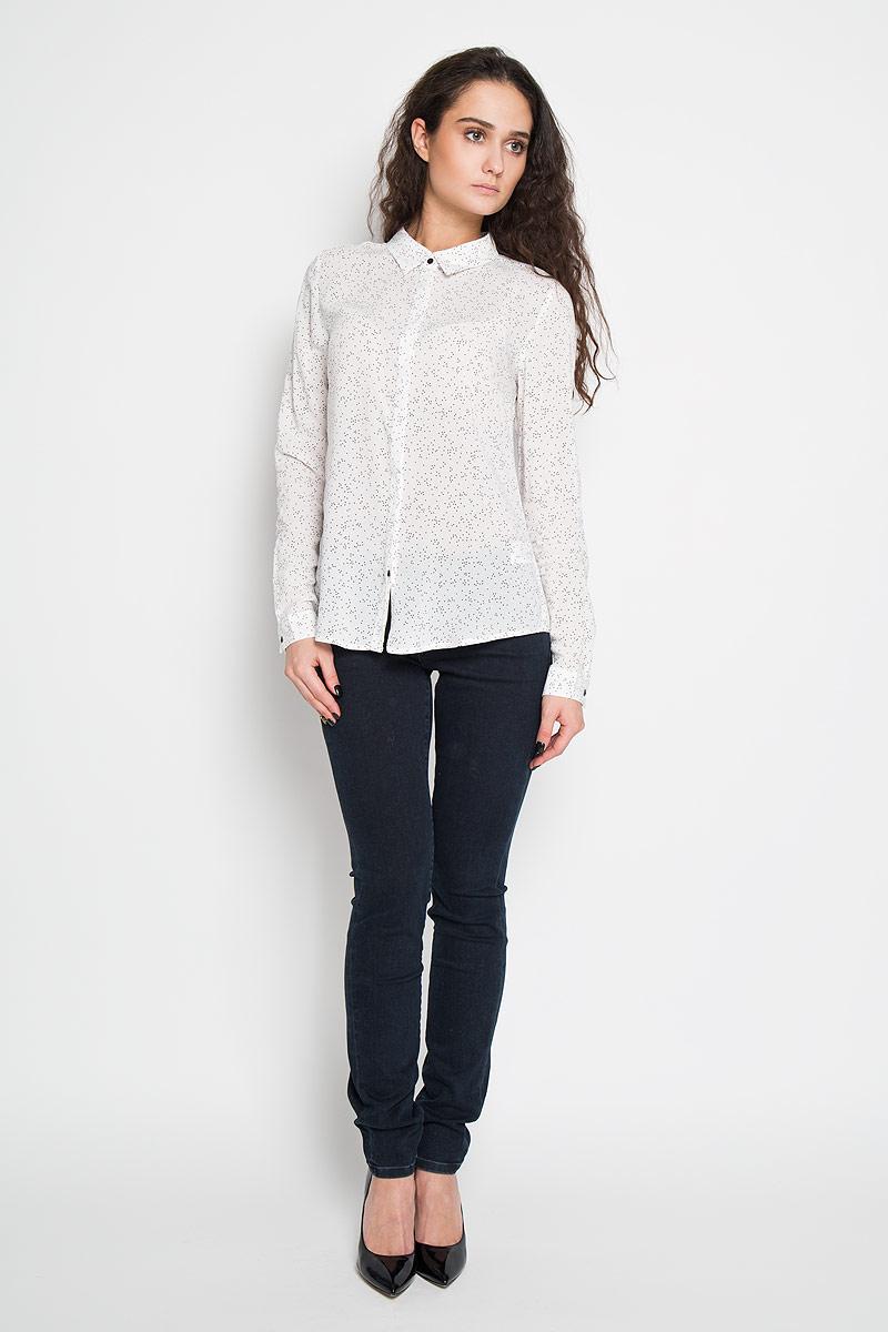 B-112/703-6110Стильная женская блуза Sela, выполненная из 100% вискозы, подчеркнет ваш уникальный стиль и поможет создать оригинальный женственный образ. Блузка с длинными рукавами и V-образным вырезом горловины застегивается на пуговицы спереди. Манжеты рукавов также дополнены пуговицами. Блузка украшена принтом в мелкий горох. Такая блузка идеально подойдет для жарких летних дней. Такая блузка будет дарить вам комфорт в течение всего дня и послужит замечательным дополнением к вашему гардеробу.