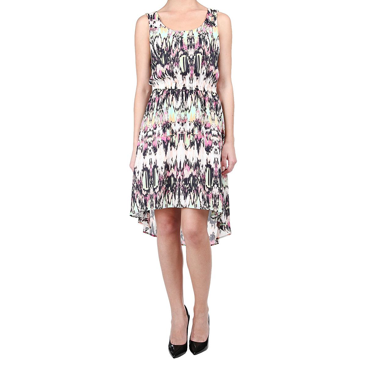 Платье5018616.00.71_8005Модное платье с заниженной спинкой Tom Tailor выполнено из высококачественного материала и оформлено абстрактным рисунком. Модель средней длины, без рукавов и с круглым вырезом горловины. Линия талии подчеркнута эластичной резинкой. Верхняя часть спинки оформлена небольшой металлической пластиной с гравировкой Denim. В этом платье вы всегда будете чувствовать себя уверенно, оставаясь в центре внимания.