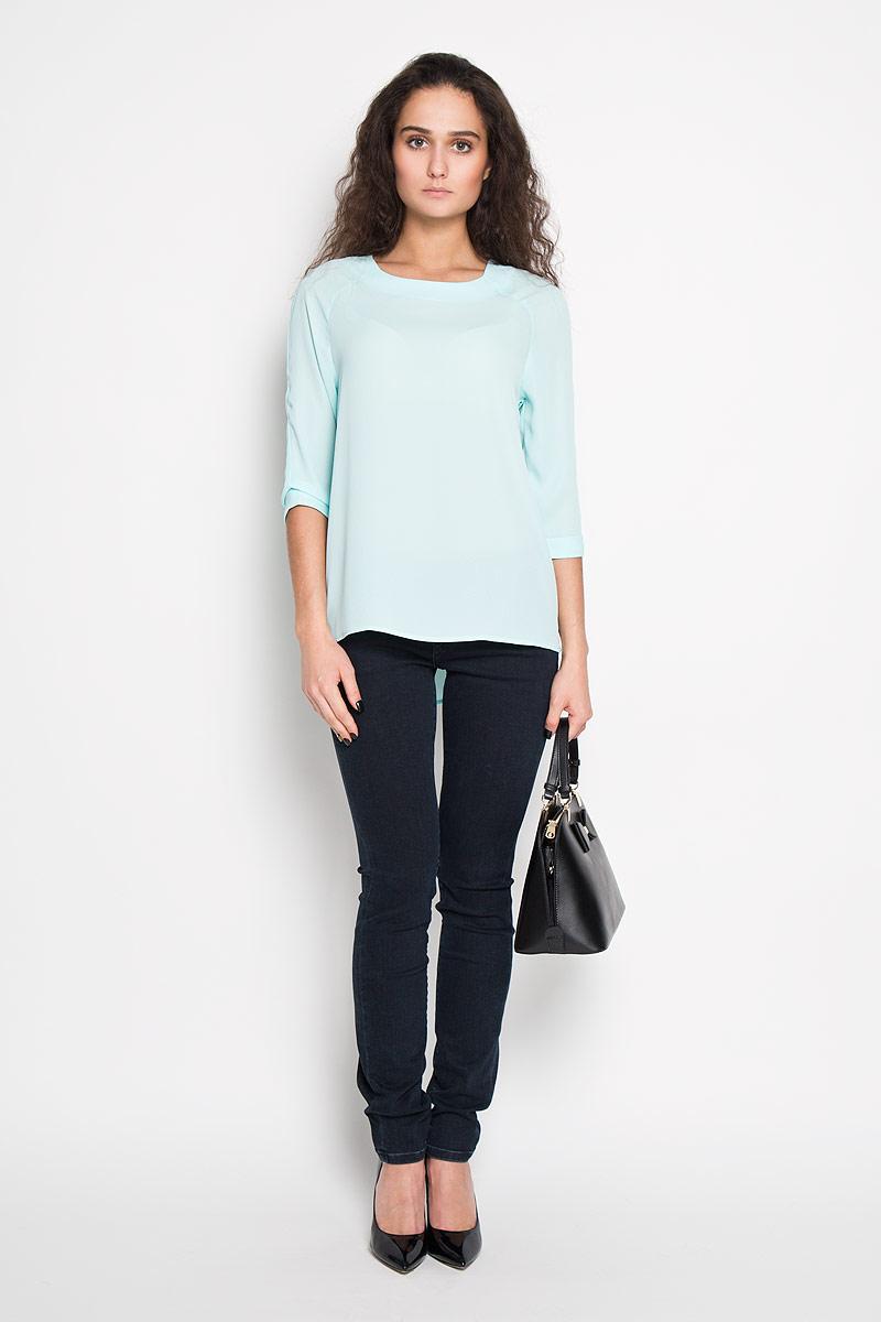 Блуза женская. Tw-112/1009-6171Tw-112/1009-6171Стильная женская блуза Sela, выполненная из 100% полиэстера, подчеркнет ваш уникальный стиль и поможет создать оригинальный женственный образ. Блузка с рукавами-реглан длиной 3/4 и круглым вырезом горловины застегивается на застежку-молнию на спинке. Рукава дополнены декоративными отворотами. Такая блузка идеально подойдет для жарких летних дней. Такая блузка будет дарить вам комфорт в течение всего дня и послужит замечательным дополнением к вашему гардеробу.