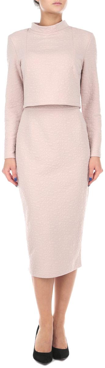 Комплект одеждык500Стильный женский комплект Lautus, состоящий из жакета и юбки, станет отличным дополнением к вашему гардеробу. Элегантный жакет с воротником-стойкой и длинными рукавами застегивается по спинке на крупные декоративные пуговицы. Облегающая юбка-карандаш отлично подчеркнет достоинства вашей фигуры. Юбка застегивается сзади на застежку-молнию и на пуговицу. В таком наряде вы, безусловно, привлечете восхищенные взгляды окружающих.