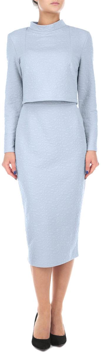 к500Стильный женский комплект Lautus, состоящий из жакета и юбки, станет отличным дополнением к вашему гардеробу. Элегантный жакет с воротником-стойкой и длинными рукавами застегивается по спинке на крупные декоративные пуговицы. Облегающая юбка-карандаш отлично подчеркнет достоинства вашей фигуры. Юбка застегивается сзади на застежку-молнию и на пуговицу. В таком наряде вы, безусловно, привлечете восхищенные взгляды окружающих.