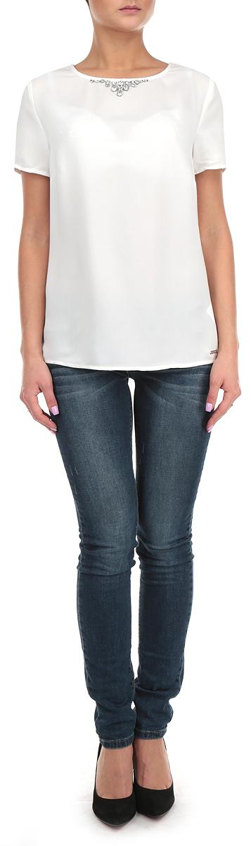 Блузка женская. SBK2137BI/SBK2136GRSBK2136GRСтильная женская блуза Top Secret, выполненная из 100% полиэстера, подчеркнет ваш уникальный стиль и поможет создать оригинальный женственный образ. Блузка с короткими рукавами и круглым вырезом горловины застегивается на молнию и крючок на спинке. Модель украшена крупными сверкающими стразами. Легкая блуза идеально подойдет для жарких летних дней. Такая блузка будет дарить вам комфорт в течение всего дня и послужит замечательным дополнением к вашему гардеробу.