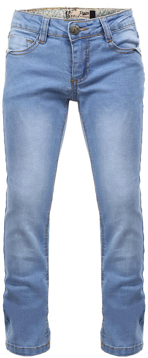 Джинсы для девочки Denim. PJ-635/455-6161PJ-635/455-6161Стильные джинсы для девочки Sela Denim идеально подойдут вашей маленькой принцессе для отдыха и прогулок. Изготовленные из высококачественного материала, они необычайно мягкие и приятные на ощупь, не сковывают движения и позволяют коже дышать, не раздражают даже самую нежную и чувствительную кожу ребенка, обеспечивая ему наибольший комфорт. Джинсы на талии застегиваются на металлическую пуговицу и имеют ширинку на застежке-молнии, а также шлевки для ремня. С внутренней стороны пояс регулируется резинкой на пуговицах. Модель имеет классический пятикарманный крой - спереди два втачных кармана и маленький накладной кармашек, а сзади - два накладных кармана. Оформлены джинсы прострочкой и металлическими клепками, а также легким эффектом потертости и декоративными текстильными вставками. Современный дизайн и расцветка делают эти джинсы модным и стильным предметом детского гардероба. В них ваша дочурка всегда будет в центре внимания!