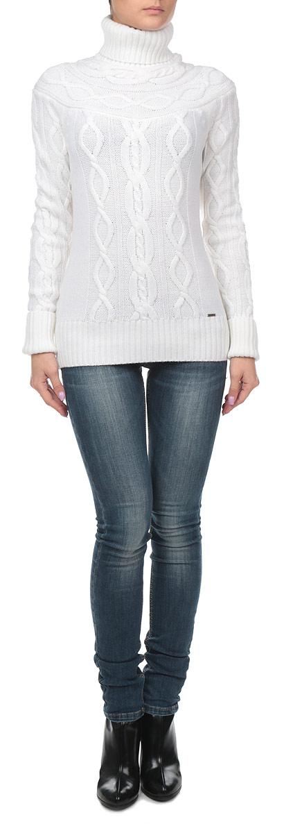 Свитер женский. W15-12114W15-12114Оригинальный женский свитер Finn Flare, изготовленный из шерсти и акрила, мягкий и приятный на ощупь, не сковывает движений и обеспечивает наибольший комфорт. Модель с воротником-гольф и длинными рукавами великолепно подойдет для создания современного образа в стиле Casual. Свитер выполнен узором косичка. Рукава, горловина и низ изделия связаны резинкой, что предотвращает деформацию при носки. Декорирован свитер металлической пластиной логотипа бренда внизу модели. Этот свитер послужит отличным дополнением к вашему гардеробу. В нем вы всегда будете чувствовать себя уютно и комфортно в прохладную погоду.