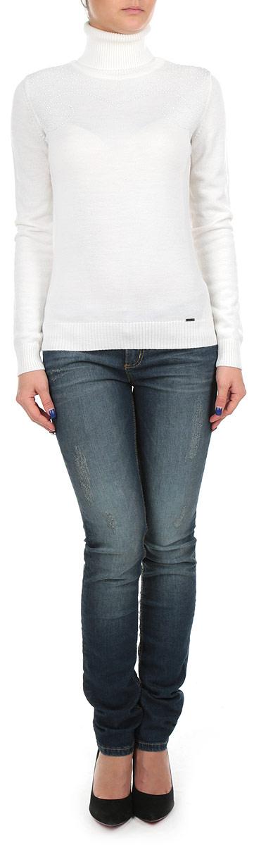 СвитерW15-12105_201Стильный женский свитер Finn Flare, выполненный из высококачественного материала, необычайно мягкий и приятный на ощупь, не сковывает движения, обеспечивая наибольший комфорт. Модель с воротником-гольфом и длинными рукавами идеально гармонирует с любыми предметами одежды и будет уместен и на отдых, и на работу. Низ и манжеты изделия связаны широкой резинкой, что предотвращает деформацию при носке. На груди изделие украшено небольшими декоративными элементами. Мягкий и уютный свитер станет прекрасным дополнением вашего гардероба.