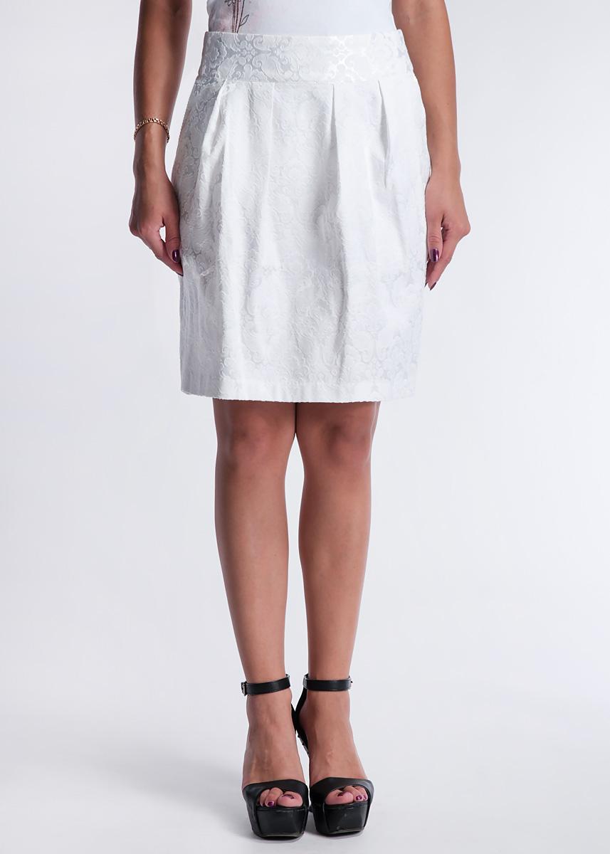 Юбка10149874 000-whiteМодная юбка Broadway, изготовленная из высококачественного материала, подарит ощущение радости и комфорта. Модель средней длины застегивается сзади на потайную застежку-молнию и пуговицу. Юбка дополнена прорезными карманами. В этой юбке вы будете чувствовать себя неотразимой, оставаясь в центре внимания.