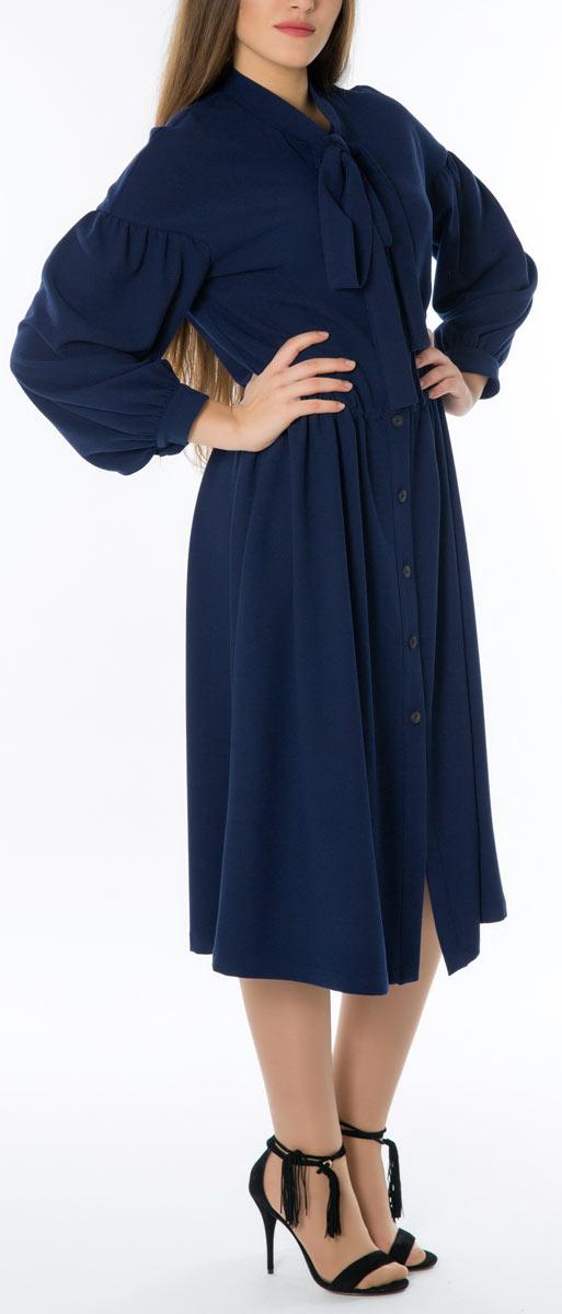 Платье. 66665Стильное женское платье Lautus, выполненное из высококачественных материалов, идеально впишется в ваш гардероб. Модель с изящным воротником и длинными рукавами застегивается на пуговицы по всей длине. Оригинальный крой изделия подчеркнет достоинства вашей фигуры.. Манжеты рукавов модели дополнены клястиками на пуговицах. Это яркое платье с оригинальным принтом станет отличным дополнением к вашему гардеробу.