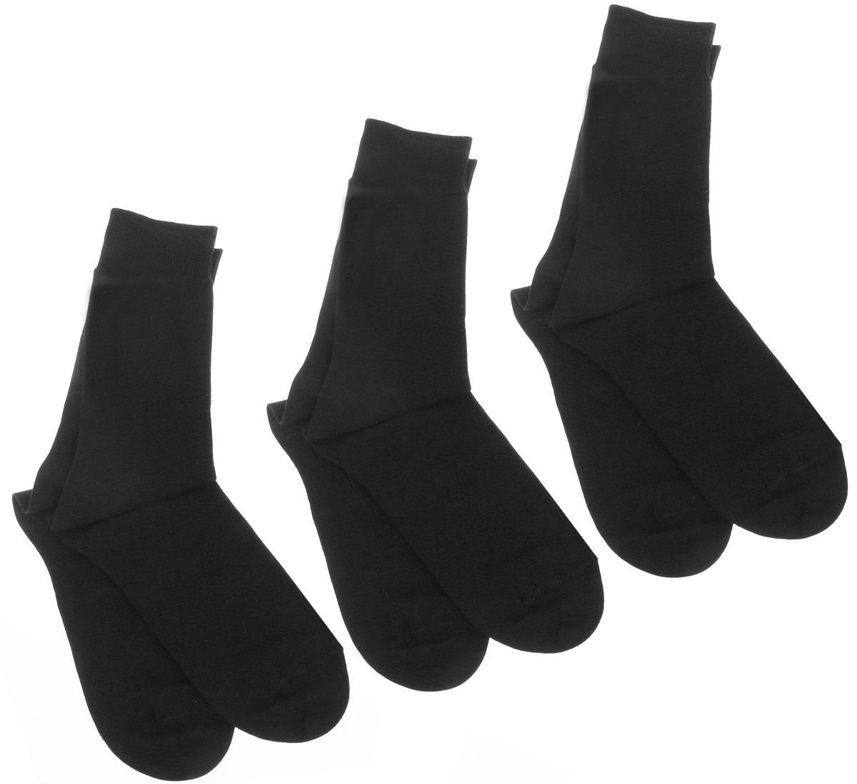 НоскиН416Противогрибковые носки ГИГИЕНА-ГРИБОК в ПУ (подарочной упаковке) послужат прекрасным атрибутом одежды Вашего мужчины. Эти носочки сделаны из высококачественной пряжи, с дополнительной обработке швейцарским препаратом Санитайзед Т 99-19. Благодаря ему, носки ГИГИЕНА-ГРИБОК надежно защитят ногти, пальцы и ступни ног от грибковых и гнойничковых заболеваний. Носки уменьшат неприятный запах пота. Препаратом Санитайзед Т 99-19 разработан в Швейцарии, не вызывает раздражения кожи. Данный противогрибковый препарат, которым пропитаны текстильные волокна, выделяется из ткани, пока Вы носите носки, благодаря чему обеспечивается надёжная защита от болезнетворных микроорганизмов в течение длительного времени. Противогрибковые носки сохраняют антимикробную активность до десяти стирок. Но даже после этого, в вашем гардеробе останутся обычные носочки, которые послужат вам не один месяц. Данные носки стали ДИПЛОМАНТОМ всероссийского конкурса 100 лучших товаров России. ...
