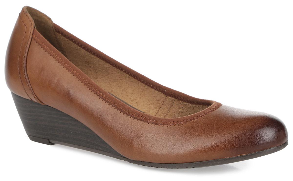 Туфли женские. 1-1-223201-1-22320-25-206Оригинальные женские туфли от Tamaris заинтересуют вас своим дизайном! Модель выполнена из натуральной кожи и оформлена текстильным кантом с зигзагообразной прострочкой. Округлый носок смотрится невероятно женственно. Мягкая стелька из искусственной кожи комфортна при движении. Невысокая танкетка, стилизованная под дерево, устойчива. Подошва с рифлением обеспечивает отличное сцепление на любой поверхности. Такие туфли займут достойное место в вашем гардеробе и подчеркнут ваш безупречный вкус.