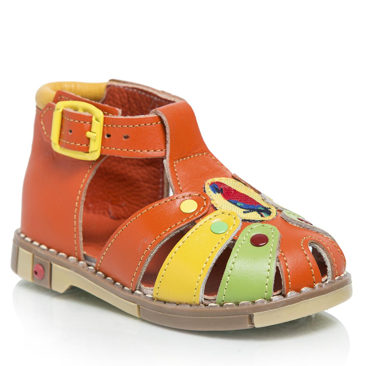 Сандалии221-19Очаровательные детские сандалии Таши Орто приведут в восторг вашу маленькую модницу. Модель выполнена из натуральной кожи контрастных цветов. Литая анатомическая стелька из натуральной кожи со сводоподдерживающим элементом и латексным покрытием, не продавливающаяся во время носки, обеспечивает правильное формирование стопы. Благодаря использованию современных внутренних материалов позволяет оптимально распределить нагрузку по всей площади стопы, дает ножке ощущение мягкости и комфорта. Полужесткий задник фиксирует ножку ребенка, не давая ей смещаться из стороны в сторону и назад. Мягкая верхняя часть, которая плотно прилегает к ножке, и подкладка, изготовленная из натуральной кожи, позволяют избежать натирания. Ремешок на застежке-пряжке помогает оптимально подогнать полноту обуви по ноге и гарантирует надежную фиксацию. Сандалии в области подъема декорированы текстильной нашивкой и цветными заклепками. Широкий, устойчивый каблук, специальной конфигурации каблук Томаса, продлен с...