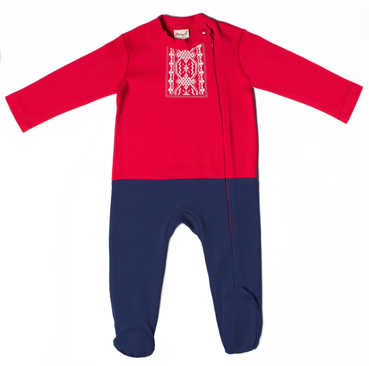 Комбинезон для мальчика. 22-236 - Ёмаё22-236Детский комбинезон для мальчика Ёмаё - очень удобный и практичный вид одежды для малыша. Комбинезон выполнен из натурального хлопка, благодаря чему он очень мягкий и приятный на ощупь, не раздражает нежную кожу ребенка и хорошо вентилируется. Комбинезон с длинными рукавами и закрытыми ножками имеет застежку-молнию от горловины до щиколотки, которая помогает легко переодеть ребенка или сменить подгузник, на воротнике-стойке имеется небольшой хлястик на кнопке. Использование контрастных цветов придает изделию эффект 2 в 1 (футболка с длинным рукавом, ползунки). Спереди модель оформлена ярким принтом с народными мотивами. Комфортный и уютный комбинезон станет незаменимым дополнением к гардеробу вашего ребенка. Изделие полностью соответствует особенностям жизни младенца в ранний период, не стесняя и не ограничивая его в движениях.