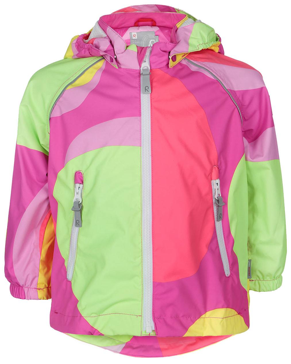 Куртка511201C_4724Детская куртка Reima Foamy идеально подойдет для ребенка в прохладное время года. Куртка изготовлена из водоотталкивающей и ветрозащитной мембранной ткани. Материал отличается высокой устойчивостью к трению, благодаря специальной обработке полиуретаном поверхность изделия отталкивает грязь и воду, что облегчает поддержание аккуратного вида одежды, дышащее покрытие с изнаночной части не раздражает даже самую нежную и чувствительную кожу ребенка, обеспечивая ему наибольший комфорт. Куртка с капюшоном и длинными рукавами-реглан застегивается на пластиковую застежку-молнию с защитой подбородка, благодаря чему ее легко надевать и снимать, и дополнительно имеет внутреннюю ветрозащитную планку. Капюшон, присборенный по бокам, защитит нежные щечки от ветра, он пристегивается к куртке при помощи застежек-кнопок. Низ рукавов дополнен неширокими эластичными манжетами. Мягкая подкладка на воротнике и манжетах обеспечивает дополнительный комфорт. Спинка изделия удлинена. Спереди куртка...