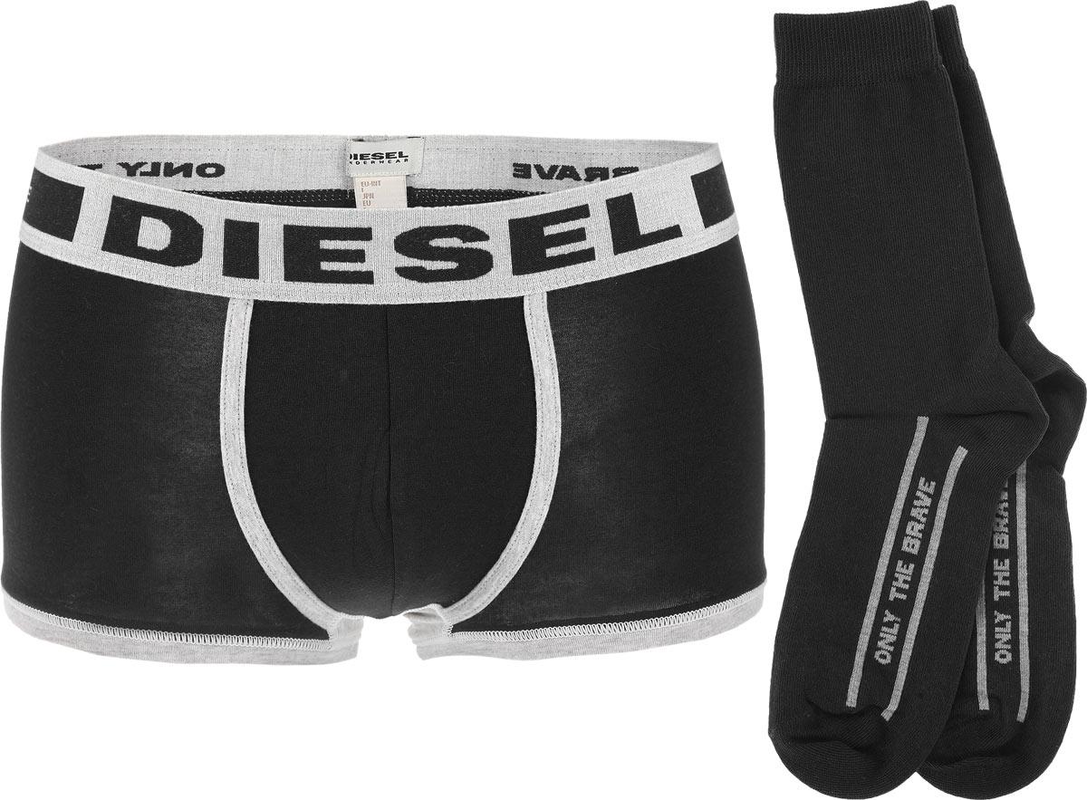 Комплект мужской: трусы-боксеры, носки. 00SP7V-0DALW00SP7V-0DALW/8EDМужской комплект Diesel, состоящий из трусов-боксеров и носков, выполнен из высококачественного материала. Трусы с контрастными бейками дополнены широкой резинкой на талии, оформленной объемными надписями. Средняя посадка и плоские швы обеспечат наибольший комфорт. Носки дополнены комфортной широкой резинкой. Предусмотрены усиленная пятка и мысок. Оформлены носки логотипом бренда. Такой комплект создан для тех, кто предпочитает комфорт, практичность и современный дизайн.