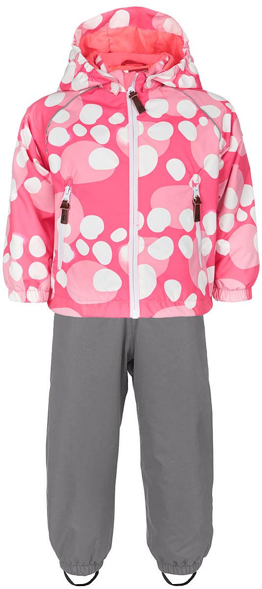 Комплект детский Kupliva: куртка, полукомбинезон. 513096R513096R_2312Стильный детский комплект Reima Kupliva, состоящий из куртки и полукомбинезона, идеально подойдет для ребенка в прохладную погоду. Комплект изготовлен из водоотталкивающей и ветрозащитной мембранной ткани. Материал отличается высокой устойчивостью к трению, благодаря специальной обработке полиуретаном поверхность изделий отталкивает грязь и воду, что облегчает поддержание аккуратного вида одежды, дышащее покрытие с изнаночной части не раздражает даже самую нежную и чувствительную кожу ребенка, обеспечивая ему наибольший комфорт. В качестве подкладки и утеплителя используется 100% полиэстер. Куртка с удлиненной спинкой и капюшоном застегивается на пластиковую застежку-молнию с защитой подбородка, благодаря чему ее легко надевать и снимать, и дополнительно имеет внутреннюю ветрозащитную планку. Капюшон, присборенный по бокам, защитит нежные щечки от ветра, он пристегивается к куртке при помощи кнопок. Края рукавов дополнены эластичными манжетами, которые мягко обхватывают...