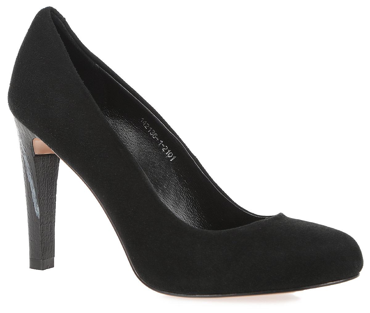 Туфли женские. 142136-1-2101142136-1-2101Модные туфли от Milana покорят вас с первого взгляда! Модель выполнена из натуральной кожи и исполнена в лаконичном стиле. Округлый мыс смотрится невероятно женственно. Высокий каблук, с рельефной узором, устойчив. Подошва и каблук с рифлением обеспечивают отличное сцепление на любой поверхности. Прелестные туфли займут достойное место среди вашей коллекции обуви.