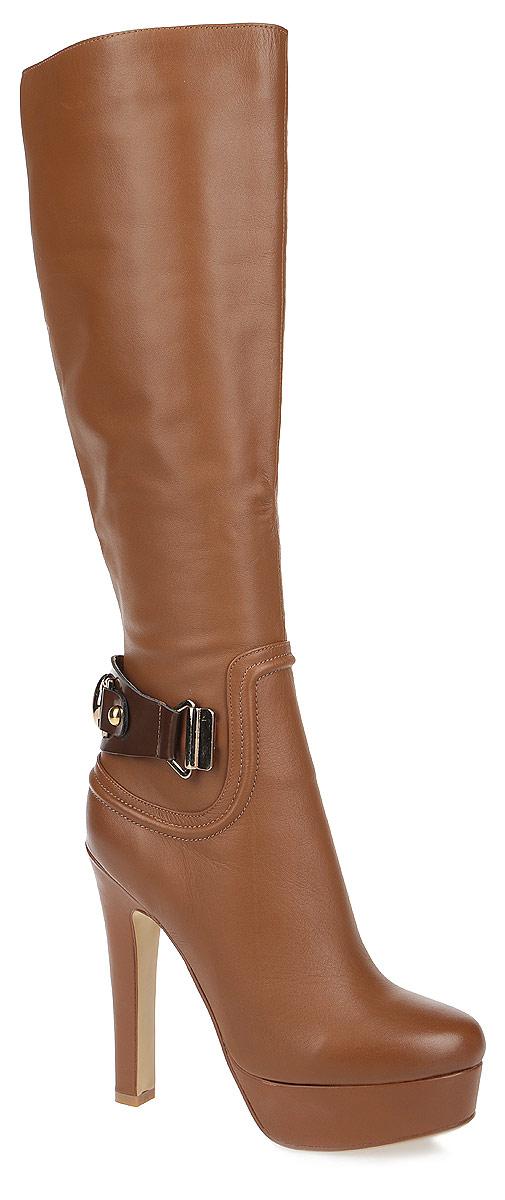Сапоги женские. 132203-2132203-2-110VСтильные сапоги от Milana не оставят вас равнодушной! Модель выполнена из натуральной кожи и оформлена на задней части подъема декоративным ремешком. Сапоги застегиваются на боковую застежку-молнию. Вшитая резинка, расположенная на голенище, отвечает за оптимальную посадку обуви на ноге. Мягкая подкладка и стелька из ворсина сохраняют тепло, обеспечивая максимальный комфорт при движении. Высокий каблук компенсирован платформой. Подошва с рифлением гарантирует идеальное сцепление с любыми поверхностями. Модные сапоги - основа гардероба каждой женщины.