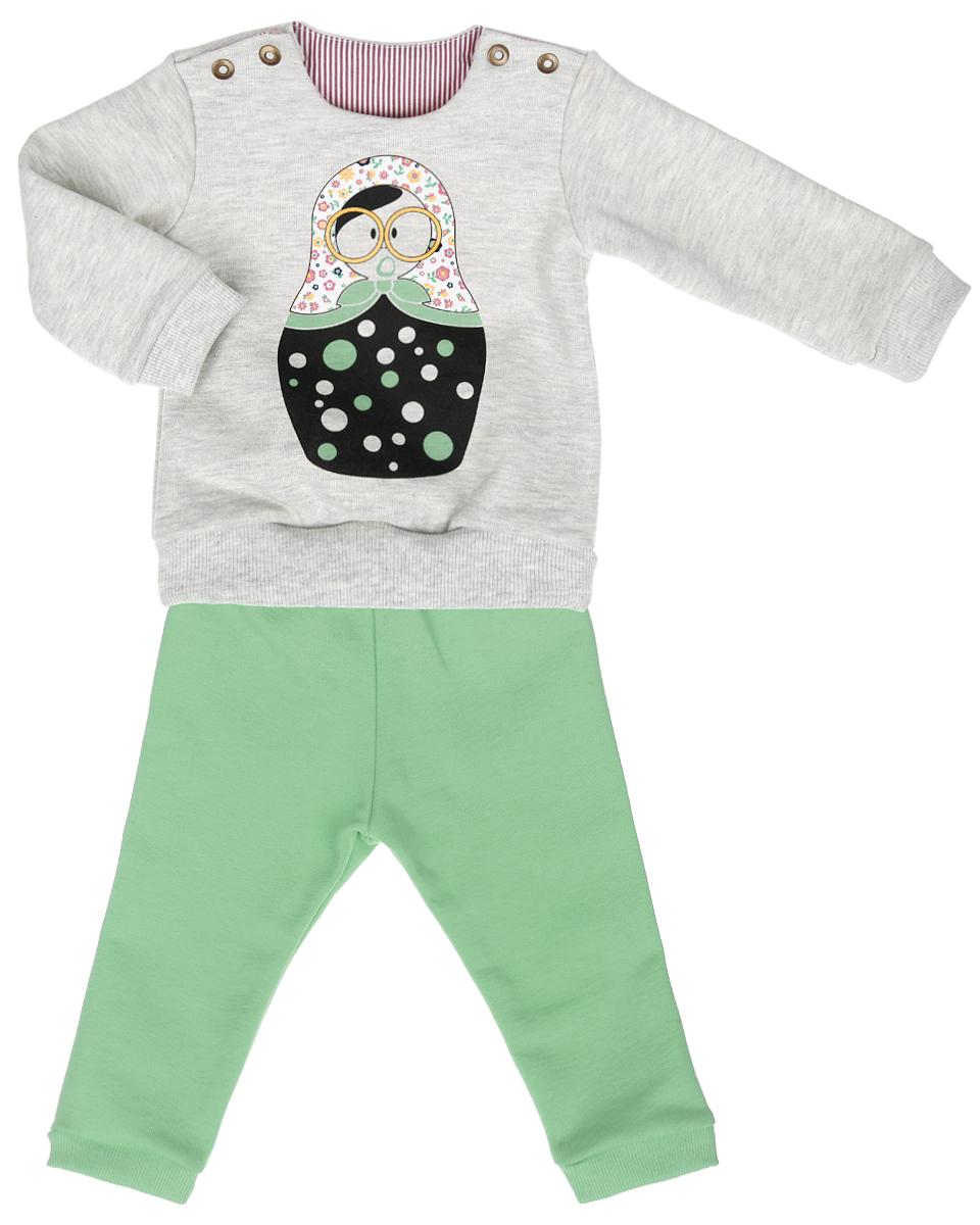 Комплект для девочки: свитшот, брюки. 29-40029-400Комплект для девочки Ёмаё, состоящий из свитшота и брюк, идеально подойдет вашей маленькой моднице. Выполненный из хлопка с добавлением полиэстера, он мягкий и приятный на ощупь, не раздражает нежную и чувствительную кожу ребенка. Лицевая сторона изделия гладкая, изнаночная с небольшими петельками, благодаря чему комплект теплый и комфортный. Свитшот с длинными рукавами и круглым вырезом горловины имеет застежки-кнопки по плечевым швам, что помогает при переодевании малышки. Снизу модель дополнена трикотажной резинкой. На рукавах предусмотрены широкие манжеты. Спереди изделие оформлено термоаппликацией с изображением фирменной матрешки. Брюки на талии имеют широкую резинку, благодаря чему они не сдавливают животик ребенка и не сползают. Низ брючин дополнен манжетами. Сзади предусмотрены два накладных кармана, один из которых украшен принтом. Современный дизайн и расцветка делают этот комплект ярким и стильным предметом детского гардероба. В нем...