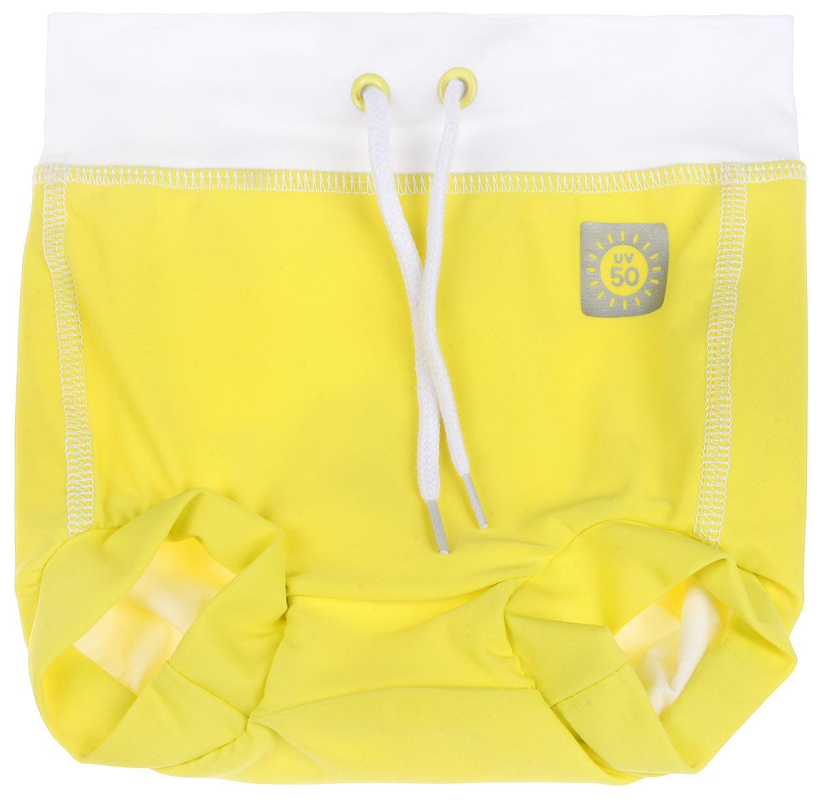 Плавки582018_2310Плавки-шорты для новорожденного Reima Swimming Trunks предназначены для веселого и беззаботного купания вашего ребенка. Плавки под подгузник изготовлены из высококачественного материала с УФ-фильтром 50+, что обеспечивает эффективную защиту от вредных солнечных лучей. Модель подходит как для бассейна, так и для пляжа. Плотная посадка по ногам и на поясе вместе с непромокаемой подкладкой из 100% полиэстера оградят от неприятных сюрпризов. Эластичный пояс можно регулировать для большего удобства и хорошей подгонки по фигуре. Такие плавки-шорты идеально подойдут для вашего ребенка!