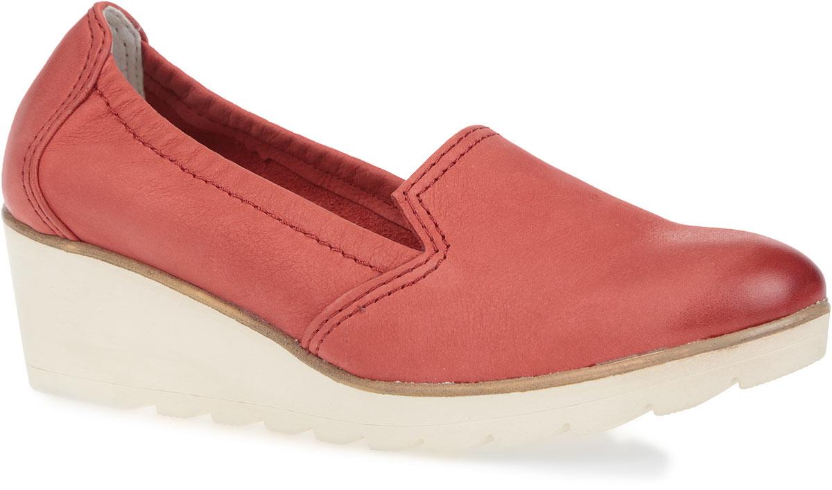 Туфли женские. 2-2-24704-26-5252-2-24704-26-525Оригинальные женские туфли от Marco Tozzi займут достойное место в коллекции вашей обуви. Модель изготовлена из натуральной кожи. Верх обуви дополнен небольшими вырезами. Внутренняя часть выполнена из комбинации натуральной кожи, текстиля и искусственных материалов. Стелька с памятью из искусственной кожи обеспечит ногам уют и комфорт. Закругленный носок добавит женственности в ваш образ. Невысокая танкетка устойчива. Подошва с рельефным протектором не скользит. Стильные туфли отлично подойдут для простой прогулки или для дальней поездки.