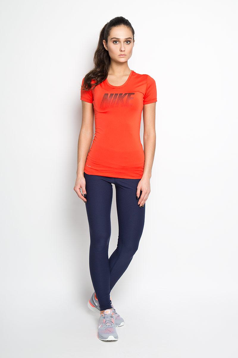 Футболка725747_696Женская футболка с коротким рукавом Nike Pro Cool Graphic плотно прилегает к телу, что позволяет носить ее в сочетании с другими элементами одежды. Свободный крой не сковывает движений, а вставка из сетки на спине позволяет сохранять прохладу даже во время самых интенсивных тренировок. Материал Nike Dri-FIT гарантирует вентиляцию и комфорт. Анатомически продуманные швы красиво подчеркивают фигуру и не натирают кожу. Модель дополнена оригинальным принтом с логотипом бренда. Прекрасное решение для занятий спортом.