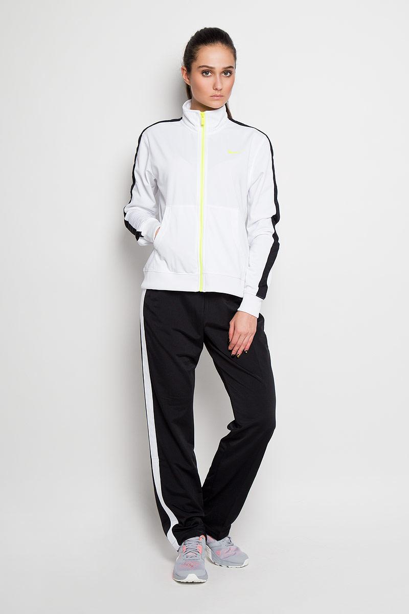 Спортивный костюм женский Polyknit Tracksuit. 683662683662_100Спортивный костюм Nike Polyknit Tracksuit выполнен из плотного трикотажа с флисовой внутренней отделкой. Олимпийка с длинными рукавами и воротником- стойкой застегивается на застежку-молнию с удобным бегунком. Спереди модель дополнена двумя накладными карманами, понизу оснащена эластичной резинкой, на рукавах так же имеются эластичные манжеты, не стягивающие запястья. Спортивные брюки прямого кроя на поясе имеют удобную эластичную резинку, регулируемую скрытым шнурком, благодаря чему они не сдавливают живот и не сползают. Костюм оформлен контрастными бейками и логотипами бренда.