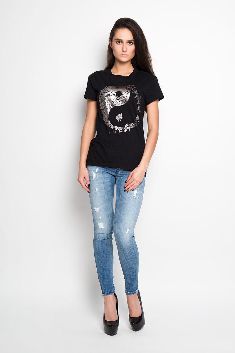 Футболка женская. 00SNA500SNA5_00CZJСтильная женская футболка Diesel - практичная, приятная на ощупь модель, выполненная из 100% хлопка, прекрасно пропускающей воздух, она позволит вам чувствовать себя уверенно и легко. Удобный крой обеспечивает свободу движений. Лицевая сторона футболки оформлена потрясающим принтом. Эта футболка - идеальный вариант для создания эффектного образа.