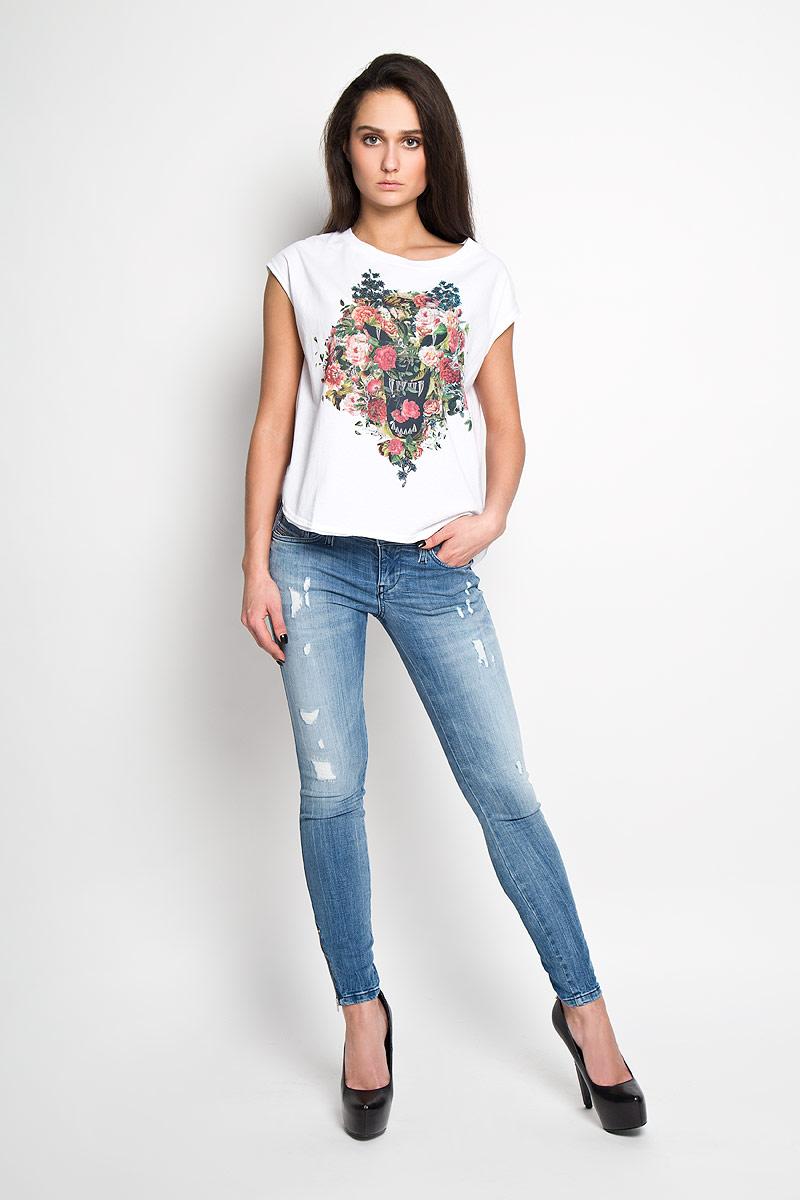 Футболка женская. 00SNCY00SNCY_00CZJОтличная футболка Diesel привлекательного дизайна с округлым вырезом горловины, без рукавов изготовлена из 100% хлопка. На груди декорирована принтом контрастного цвета. Модель оформлена стильным эффектом необработанного края. Футболка, выполненная из легкого полотна, станет незаменимой вещью для летнего отдыха.