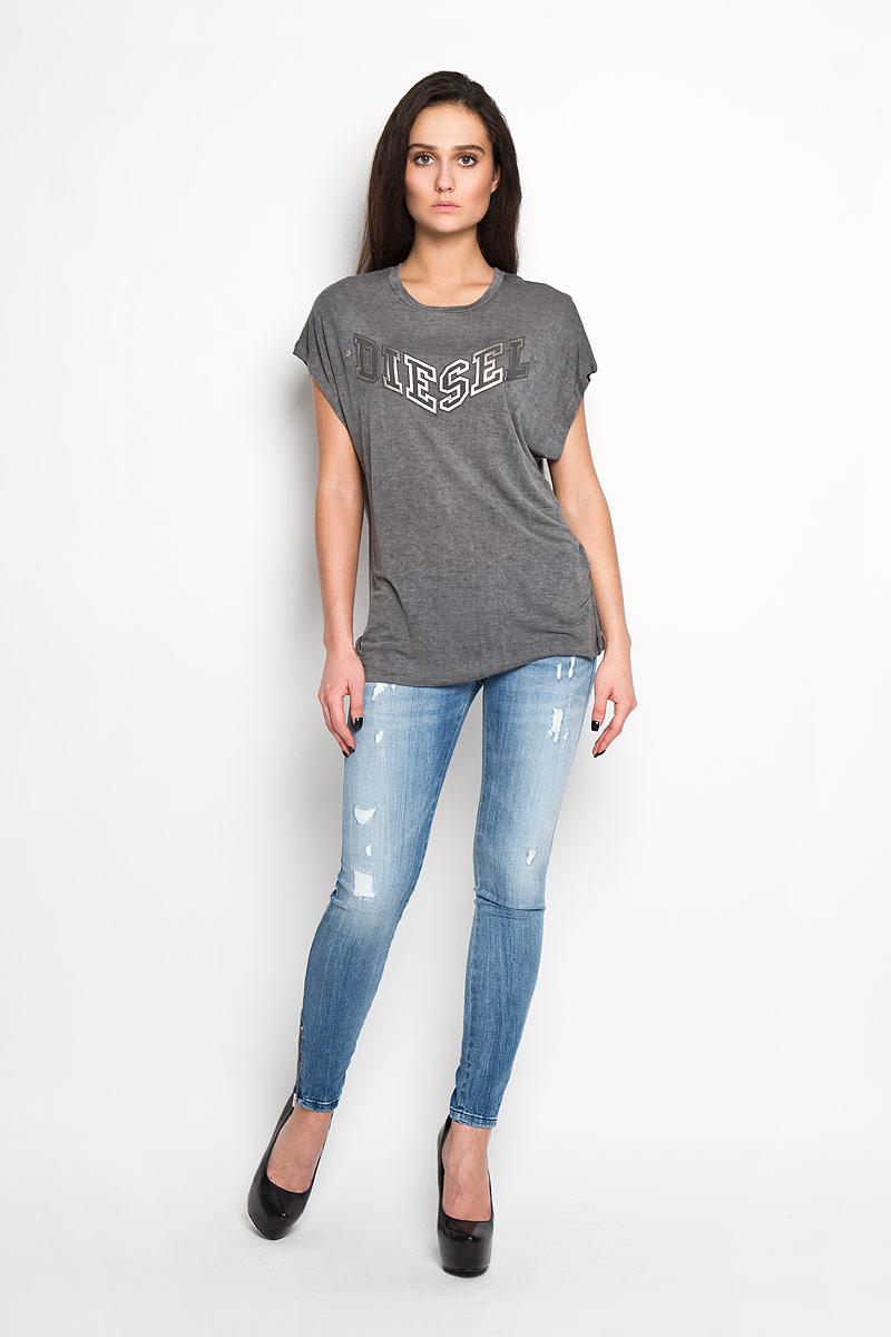 Футболка00SMGZ_0WADYСтильная женская футболка Diesel - идеальное решение для повседневной носки. Эта практичная, приятная на ощупь модель позволит вам чувствовать себя уверенно и легко. Удобный крой обеспечивает свободу движений. Лицевая сторона футболки оформлена оригинальным логотипом бренда. Спинка дополнена небольшим вырезом. Эта футболка - идеальный вариант для создания эффектного образа.