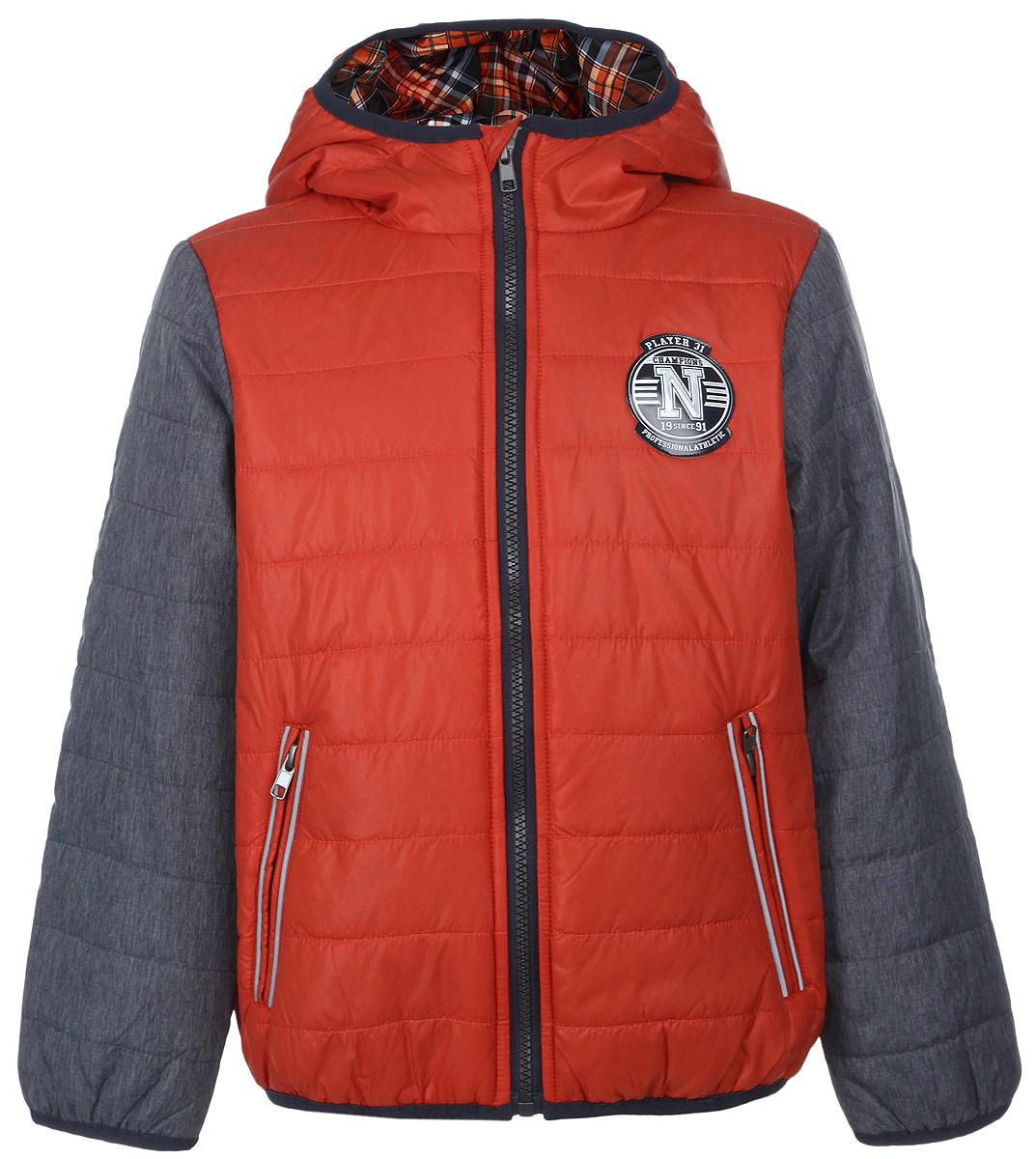 Cp-826/215-6102Яркая куртка для мальчика Sela идеально подойдет вашему ребенку в прохладную погоду. Модель изготовлена из нейлона на подкладке из полиэстера, в качестве утеплителя используется тонкая прослойка синтепона. Благодаря своему составу, куртка очень легкая, максимально удерживает тепло, отлично сохраняет свой внешний вид даже при многократных стирках, быстро сохнет. Куртка с капюшоном застегивается на пластиковую молнию с защитой подбородка и дополнительно имеет внутреннюю ветрозащитную планку. Капюшон не отстегивается, дополнен по краю скрытой эластичной резинкой. Спереди предусмотрены два прорезных кармана на застежках-молниях. По краям рукавов и по низу изделия проходит эластичная резинка. Куртка дополнена светоотражающими элементами для безопасности ребенка в темное время суток. Легкая, комфортная и теплая куртка идеально подойдет для прогулок и игр на свежем воздухе!