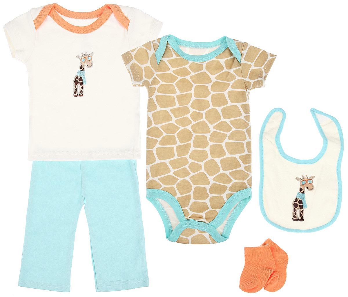 Подарочный комплект для новорожденного Жираф, 5 предметов. 5810358103Комплект для новорожденного Hudson Baby Жираф - это замечательный подарок, который прекрасно подойдет для первых дней жизни малыша. Комплект состоит из боди, футболки, штанишек, нагрудника и носочков. Одежда выполнена из натурального хлопка, не сковывает движения малыша и позволяет коже дышать, не раздражает даже самую нежную и чувствительную кожу ребенка, обеспечивая ему наибольший комфорт. Носочки изготовлены из хлопка с добавлением нейлона и спандекса, нагрудник - из хлопка и полиэстера. Удобное боди с круглым вырезом горловины и короткими рукавами имеет специальные запахи на плечах и кнопки на ластовице, что значительно облегчает процесс переодевания ребенка и смену подгузника. Оформлено изделие оригинальным принтом. Футболка с короткими рукавами и круглым вырезом горловины также имеет запахи на плечах. Спереди модель дополнена нашивкой с изображением забавного жирафа. Штанишки на талии имеют мягкую резинку, не сдавливают животик малыша и не...