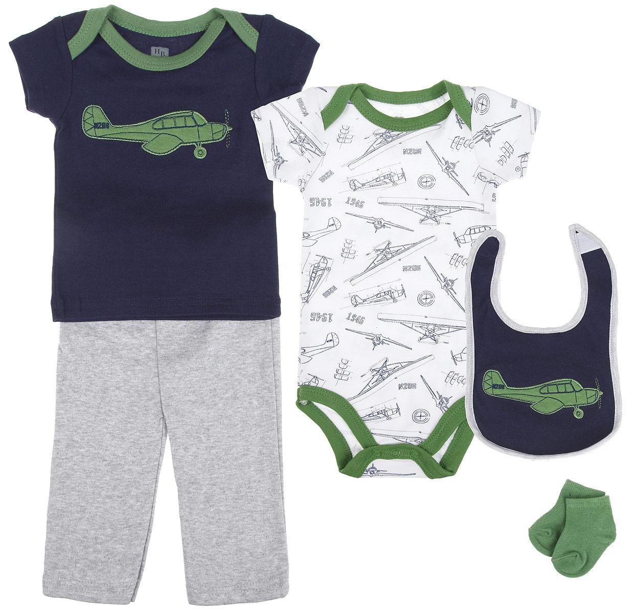 58104Комплект для новорожденного Hudson Baby Аэроплан - это замечательный подарок, который прекрасно подойдет для первых дней жизни малыша. Комплект состоит из боди, футболки, штанишек, нагрудника и носочков. Одежда выполнена из натурального хлопка, не сковывает движения малыша и позволяет коже дышать, не раздражает даже самую нежную и чувствительную кожу ребенка, обеспечивая ему наибольший комфорт. Носочки изготовлены из хлопка с добавлением нейлона и спандекса, нагрудник - из хлопка и полиэстера. Удобное боди с круглым вырезом горловины и короткими рукавами имеет специальные запахи на плечах и кнопки на ластовице, что значительно облегчает процесс переодевания ребенка и смену подгузника. По всей поверхности изделие украшено оригинальным принтом. Футболка с круглым вырезом горловины и короткими рукавами также имеет запахи на плечах. Спереди модель дополнена нашивкой с изображением самолета. Штанишки на талии имеют мягкую резинку, не сдавливают животик...
