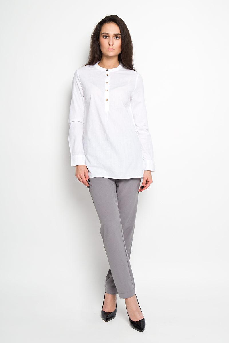 TKw-112/1033-6171Стильная женская блуза Sela, выполненная из 100% хлопка, подчеркнет ваш уникальный стиль и поможет создать оригинальный женственный образ. Элегантная удлиненная блузка с длинными рукавами и круглым вырезом горловины застегивается на пуговицы на груди. Манжеты рукавов также застегиваются на пуговицы. Такая блузка идеально подойдет для жарких летних дней. Такая блузка будет дарить вам комфорт в течение всего дня и послужит замечательным дополнением к вашему гардеробу.