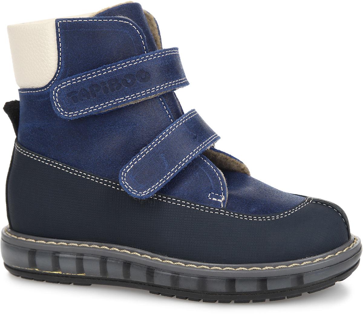 FT-23001.15-OL21O.01Стильные детские ботинки TapiBoo приведут в восторг вашего малыша. Модель выполнена из натуральной кожи контрастных цветов и оформлена светлой прострочкой по верху. Подкладка и анатомическая стелька, изготовленные из мягкого и утепленного синтетического волокна, согреют ножки ребенка от холода и обеспечат уют. Ремешки на застежках-липучках позволяют оптимально подогнать полноту обуви по ноге и гарантируют надежную фиксацию. Жесткий фиксирующий задник с удлиненным крылом стабилизирует голеностопный сустав во время ходьбы. Задник декорирован наружным ремешком, а один из ремешков - символикой бреда. Упругая, умеренно-эластичная подошва, имеющая перекат, который позволяет повторить естественное движение стопы при ходьбе, предназначена для правильного распределения нагрузки на опорно-двигательный аппарат ребенка. Удобные ботинки придутся по душе вашему ребенку!