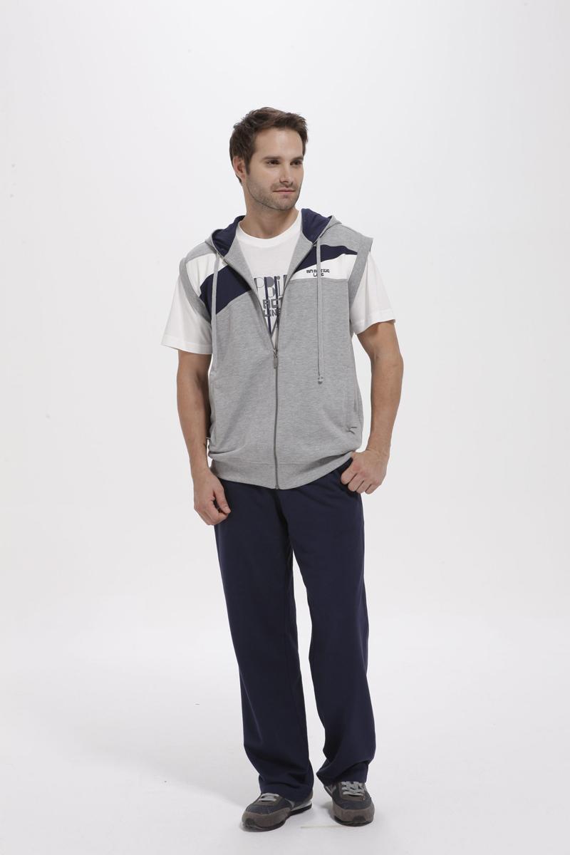 Комплект мужской: жилет, футболка, брюки. 59465946Комплект домашней мужской одежды Relax Mode включает в себя жилет, футболку и брюки. Выполненный из высококачественных материалов, комплект мягкий и приятный на ощупь, не сковывает движения и позволяет коже дышать, обеспечивая комфорт. Стильный жилет с капюшоном на кулиске и без рукавов спереди застегивается на пластиковую застежку-молнию по всей длине. Спереди модель декорирована текстильными вставками контрастного цвета и дополнена двумя втачными карманами на застежке-молнии. Низ изделия и проймы рукавов выполнены из эластичной текстильной резинки, которая предотвращает деформацию при носке. Футболка с круглым вырезом горловины и короткими рукавами спереди оформлена принтовыми надписями. Брюки на широкой резинке в поясе дополнительно завязываются на текстильный шнурок. По бокам изделие дополнено двумя втачными карманами на застежке- молнии. Стильный комплект одежды станет отличным дополнением к вашему гардеробу, а также подарит вам...