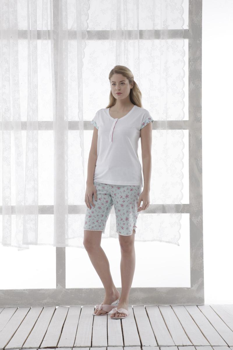 13148Очаровательная женская пижама Relax Mode включает в себя футболку и шорты. Изготовленная из высококачественных материалов, пижама приятная на ощупь, не сковывает движения и позволяет коже дышать, обеспечивая комфорт. Футболка с круглым вырезом горловины и короткими рукавами спереди от горловины застегивается на пластиковые пуговицы. В верхней части изделие декорировано кружевными вставками. Манжеты дополнены цветочным принтом. Шорты свободного кроя с широкой эластичной резинкой в поясе дополнительно завязываются на текстильную ленту. Изделие оформлено цветочным принтом и по низу декорировано кружевной оторочкой. . В такой пижаме вам будет максимально комфортно и уютно.