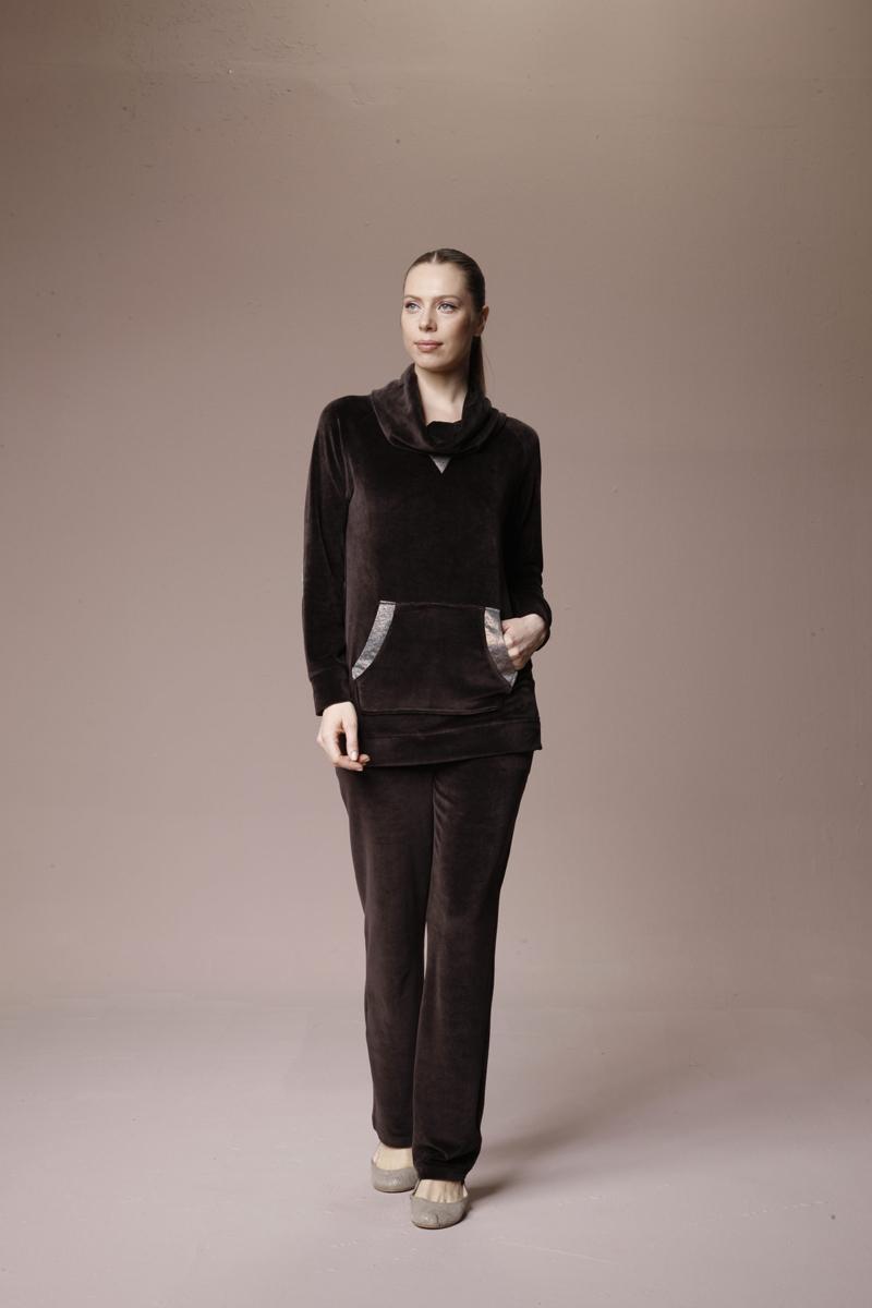 Комплект женский: толстовка, брюки. 3014930149Комплект женской одежды Relax Mode, состоящий из толстовки и брюк, станет отличным дополнением к вашему гардеробу. Выполненный из высококачественного материала, комплект мягкий и приятный на ощупь, не сковывает движения и позволяет коже дышать, обеспечивая наибольший комфорт. Уютная толстовка с воротником-хомутом и длинными рукавами спереди дополнена вместительным карманом-кенгуру. Края карманов и локти рукавов обрамотаны прочной тканью с пблестящей поверхностью. Брюки прямого кроя имеют широкую резинку на талии и дополнительно завязываются на текстильный шнурок. По бокам изделие дополнено двумя втачными карманами. Стильный комплект одежды подарит вам удобство и комфорт, подчеркнет вашу индивидуальность.