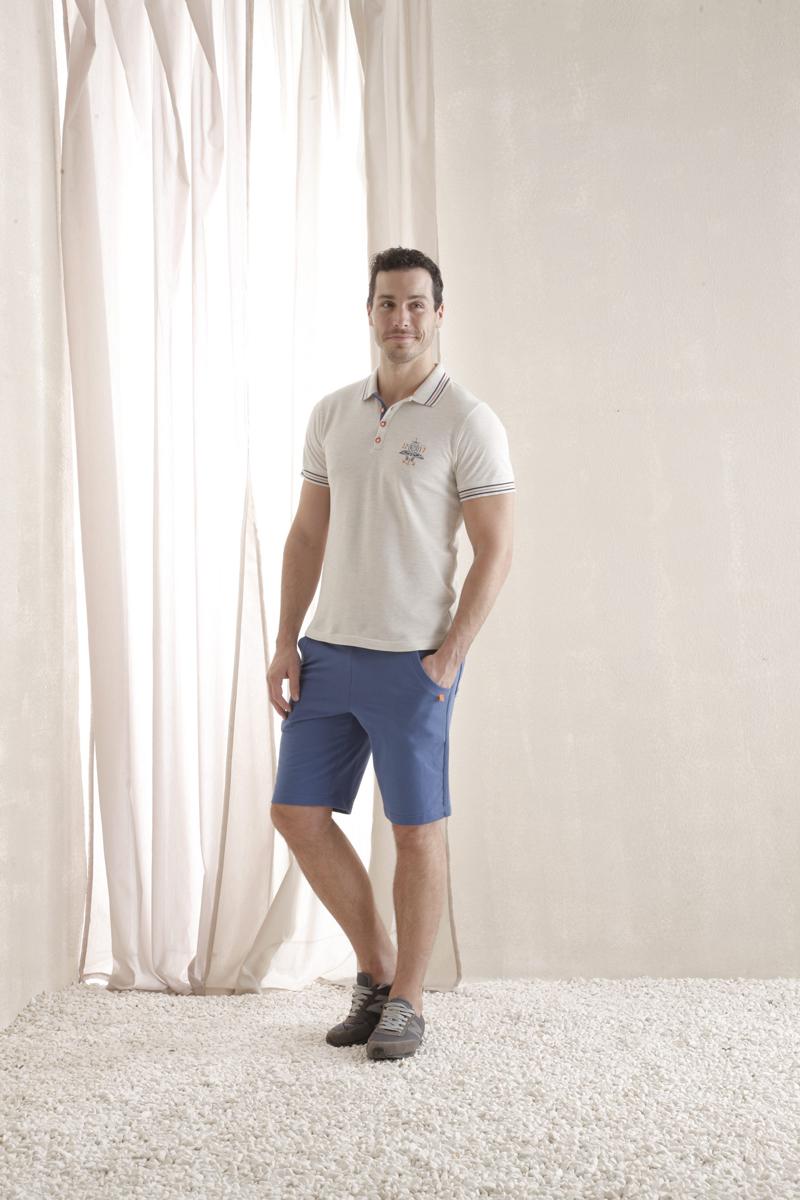 Комплект мужской Holiday: футболка-поло, шорты. 3512635126Мужской комплект Relax Mode, состоящий из футболки-поло и шорт, подарит вам неповторимую индивидуальность. Комплект, выполненный из 100% хлопка, оформлен в контрастном цвете. Поло с короткими рукавами и отложным воротником на груди застегивается на четыре пуговицы. Рукава дополнены эластичными трикотажными резинками. Классический покрой, лаконичный дизайн. Отличные мужские шорты прямого кроя и стандартной посадки оснащены эластичным поясом с кулиской. Спереди модель дополнена двумя втачными карманами с косыми срезами, сзади - одним накладным кармашком. Комплект оформлен оригинальным принтом. Такой комплект создан для тех, кто предпочитает комфорт, практичность и современный дизайн.