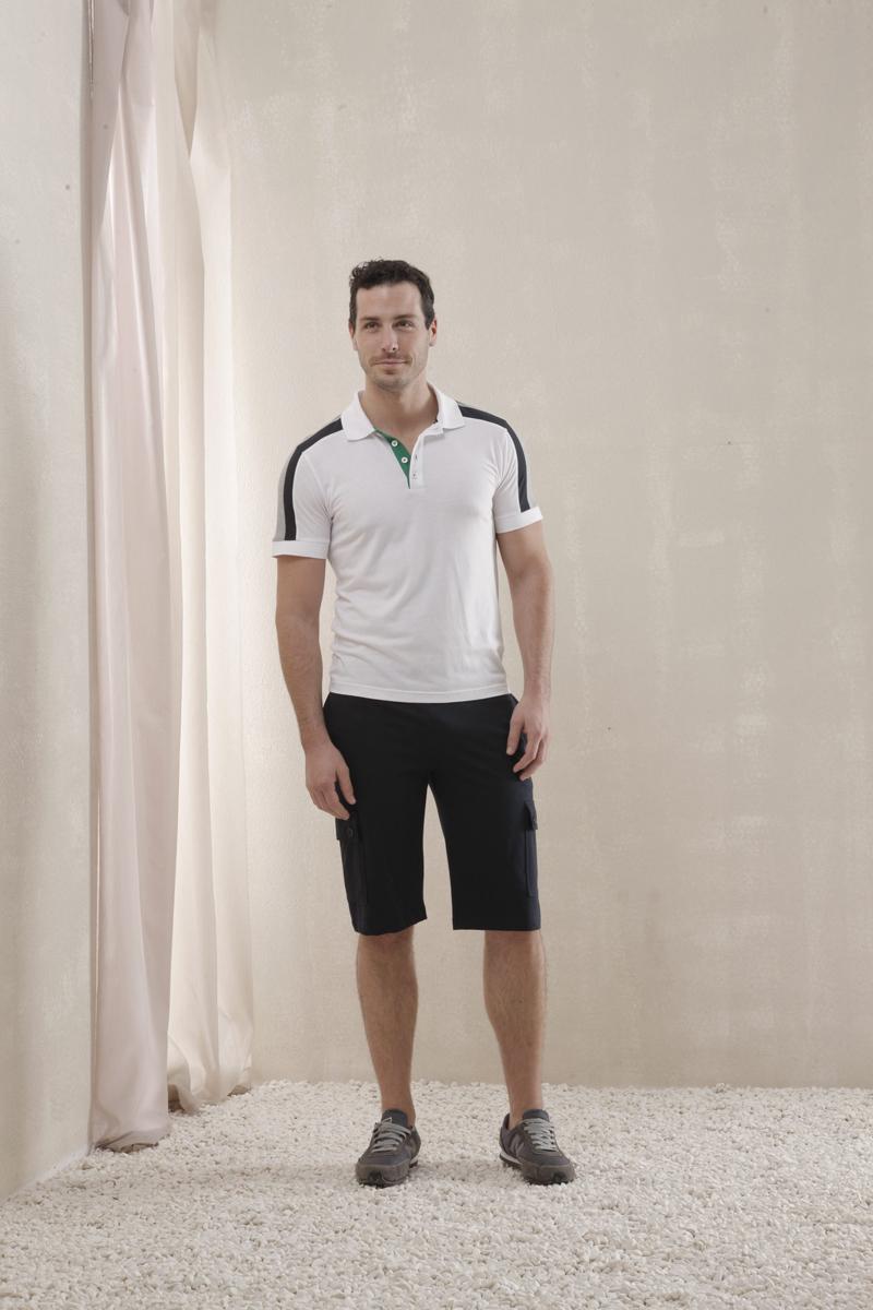 35141Мужской комплект Relax Mode, состоящий из футболки-поло и шорт, подарит вам неповторимую индивидуальность. Комплект, выполненный из высококачественных материалов, оформлен в контрастном цвете. Поло с короткими рукавами и отложным воротником на груди застегивается на три пуговицы. Классический покрой, лаконичный дизайн. Отличные мужские шорты прямого кроя и стандартной посадки оформлены эластичным поясом с кулиской. Спереди модель дополнена двумя врезными карманами и боковыми накладными карманами, закрывающимися клапанами на пуговицы. Такой комплект создан для тех, кто предпочитает комфорт, практичность и современный дизайн.