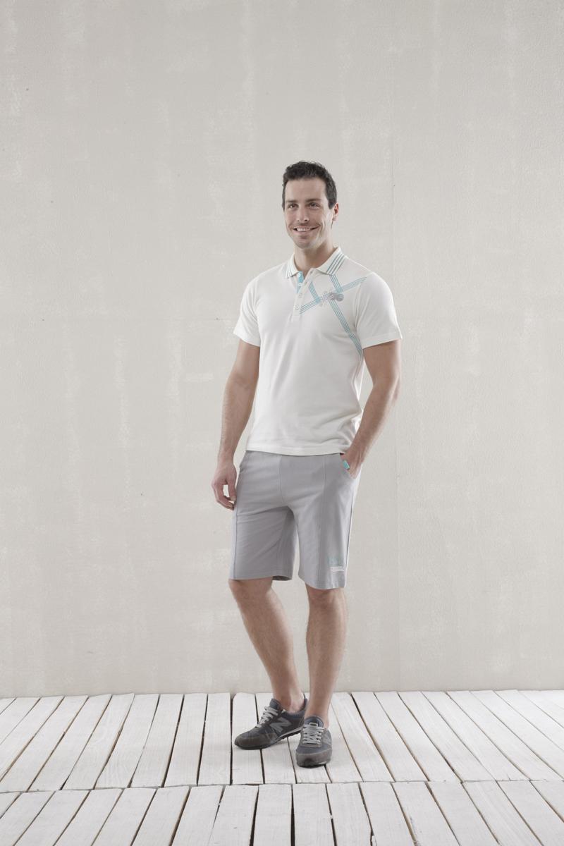 Комплект мужской Sport: футболка-поло, шорты. 3515235152Мужской комплект Relax Mode, состоящий из футболки-поло и шорт, подарит вам неповторимую индивидуальность. Комплект, выполненный из высококачественных материалов, оформлен в спокойных тонах и украшен оригинальным принтом. Поло с короткими рукавами и отложным воротником на груди застегивается на три пуговицы. Классический покрой, лаконичный дизайн. Отличные мужские шорты прямого кроя и стандартной посадки на талии оснащены эластичным поясом с кулиской. Спереди модель дополнена двумя втачными карманами с косыми срезами. Такой комплект создан для тех, кто предпочитает комфорт, практичность и современный дизайн.