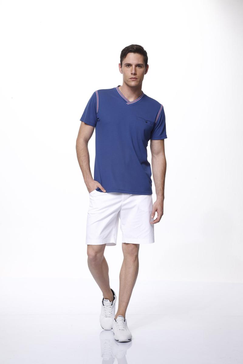 Комплект мужской: футболка, шорты. 3516535165Комплект мужской одежды Relax Mode, состоящий из футболки и шорт, станет отличным дополнением к вашему гардеробу. Футболка выполнена из хлопка в сочетании с модалом, шорты изготовлены из эластичного хлопка. Комплект мягкий и приятный на ощупь, не сковывает движения и позволяет коже дышать, обеспечивая комфорт. Футболка с V-образным вырезом горловины и короткими рукавами дополнена спереди прорезным карманом на пуговице. Вырез горловины и проймы рукавов оформлены трикотажной резинкой с контрастными полосками. Шорты с эластичной резинкой на талии застегиваются на металлические пуговицы и имеют ширинку на застежке-молнии, а также шлевки для ремня. Спереди расположены два втачных кармана, сзади - два прорезных. Стильный комплект одежды подарит вам удобство и комфорт, подчеркнет вашу индивидуальность.