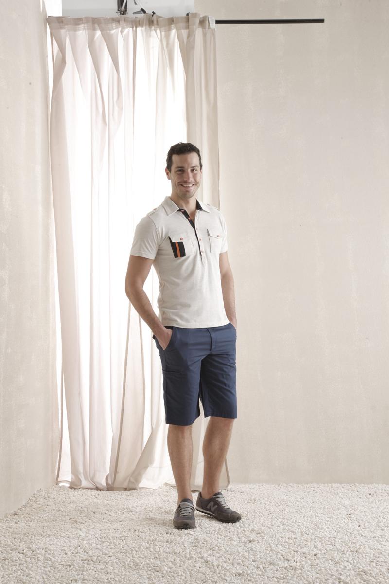 Комплект мужской Holiday: футболка-поло, шорты. 3542935429Мужской комплект Relax Mode, состоящий из футболки-поло и шорт, подарит вам неповторимую индивидуальность. Комплект выполнен из 100% хлопка. Поло с короткими рукавами и отложным воротником на груди застегивается на пять пуговиц. Модель украшена контрастными вставками, а плечевая зона - хлястиками на пуговицах. Классический покрой, лаконичный дизайн. Мужские шорты прямого кроя и стандартной посадки с ширинкой на застежке-молнии, на талии застегиваются две пуговицы, имеются шлевки для ремня. Сзади пояс оснащен эластичной резинкой. Спереди модель дополнена двумя втачными карманами с косыми срезами и небольшим потайным кармашком, сбоку - одним глубоким врезным карманом, сзади - двумя врезными карманами с клапанами на пуговицах. Такой комплект создан для тех, кто предпочитает комфорт, практичность и современный дизайн.