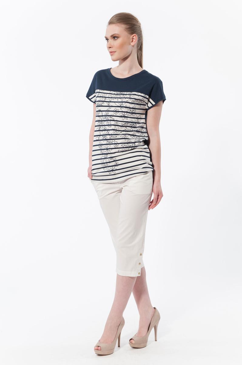Комплект женский: футболка, капри. 3727837278Комплект женской одежды Relax Mode, состоящий из футболки и капри, станет отличным дополнением к вашему гардеробу. Футболка выполнена из хлопка в сочетании с модалом, капри изготовлены из эластичного хлопка. Комплект мягкий и приятный на ощупь, не сковывает движения и позволяет коже дышать, обеспечивая комфорт. Футболка с круглым вырезом горловины и короткими рукавами-кимоно оформлен цветочным принтом в полоску. Капри с эластичной резинкой на талии застегиваются на пуговицу и имеют ширинку на застежке-молнии, а также шлевки для ремня. Спереди расположены два втачных кармана, сзади - имитация карманов. Низ оформлен дополнен металлическими кнопками. Стильный комплект одежды подарит вам удобство и комфорт, подчеркнет вашу индивидуальность.