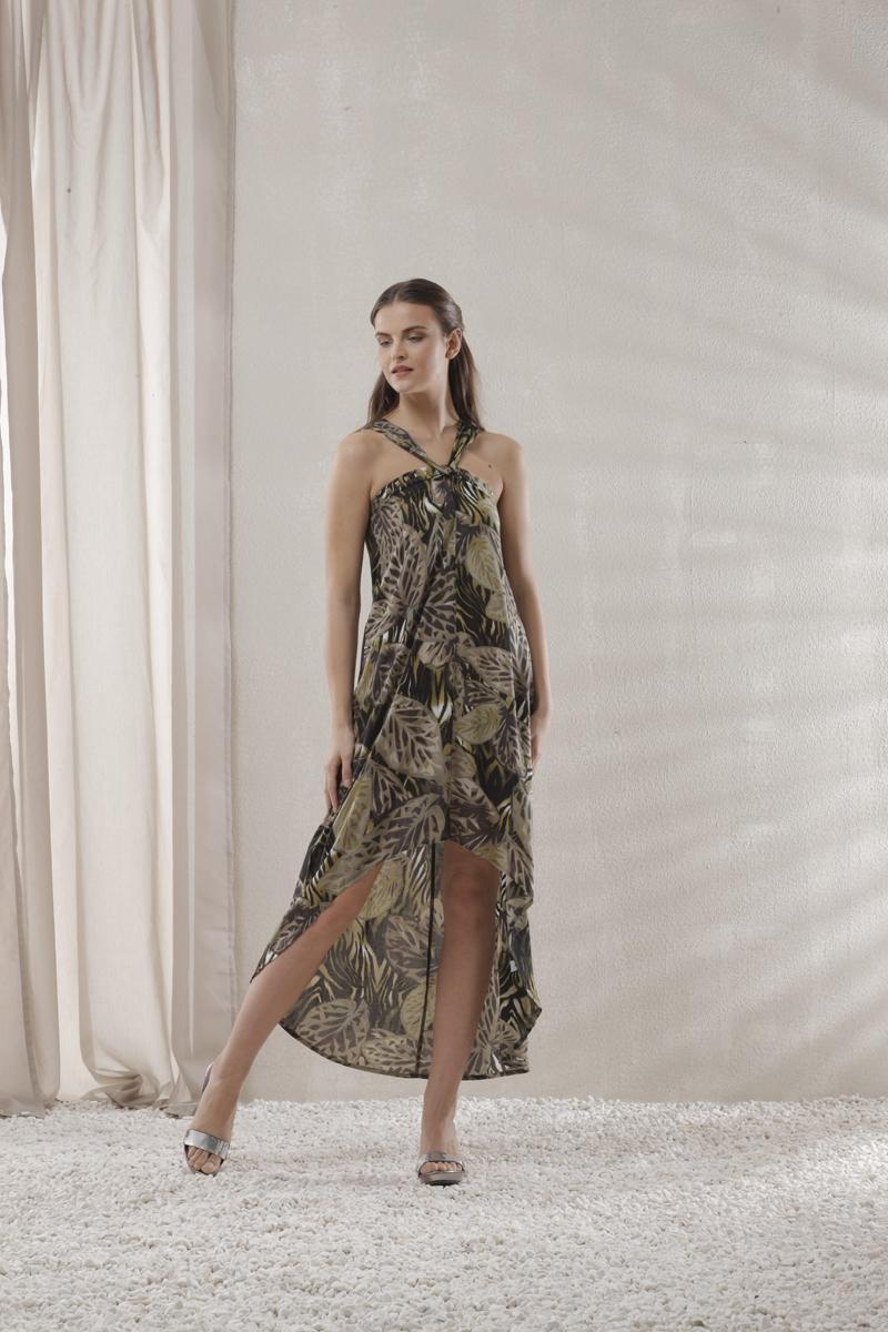Пляжное платье. 4607146071Удобное пляжное платье Relax Mode, выполненное из вискозы, оформлено актуальным принтовым узором. Грудь декорирована металлическими клепками. Бретели расположены оригинальным способом. Стороны модели асимметричны - спинка удлиненная, что создает необычный силуэт и добавляет изысканности образу. Платье от Relax Mode позволит создать стильный пляжный образ, в котором вы не останетесь незамеченной!