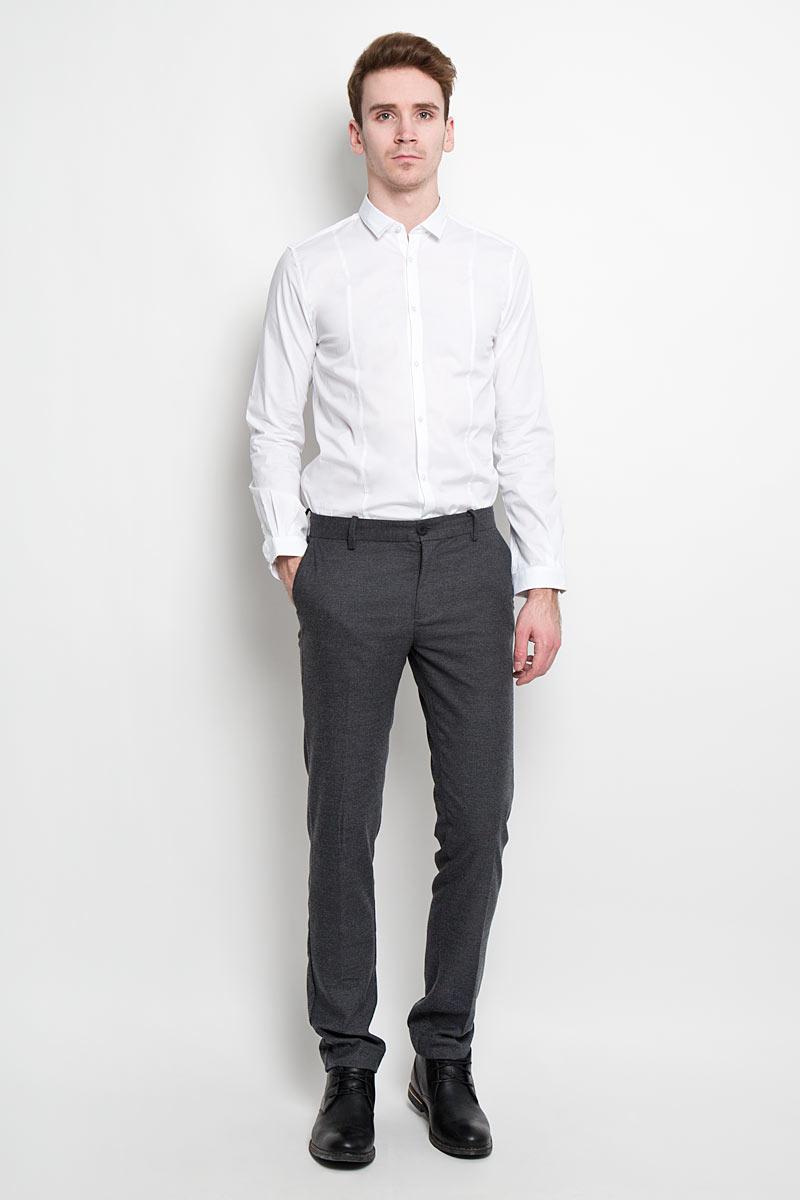 Рубашка2031067.09.15Стильная мужская рубашка Tom Tailor, изготовленная из высококачественного материала, не сковывает движения и позволяет коже дышать. Модная рубашка приталенного кроя с длинными рукавами, полукруглым низом и отложным воротником застегивается на пуговицы по всей длине. Такая модель порадует настоящих ценителей комфорта и практичности!