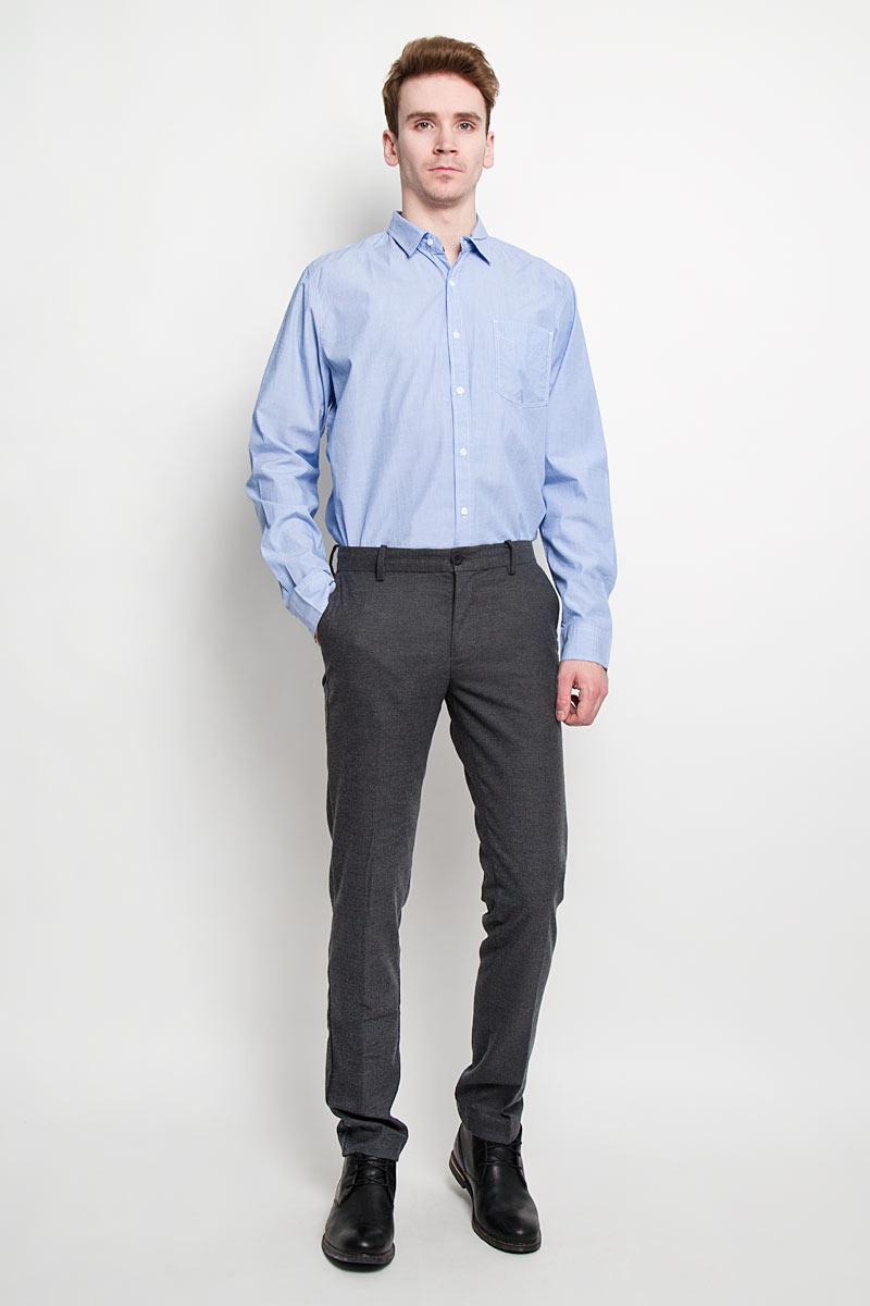 РубашкаH-212/656-6152Стильная мужская рубашка Sela, выполненная из высококачественного 100% хлопка, обладает высокой теплопроводностью, воздухопроницаемостью и гигроскопичностью, позволяет коже дышать, тем самым обеспечивая наибольший комфорт при носке. Модель классического кроя с отложным воротником застегивается на пуговицы. Длинные рукава рубашки дополнены манжетами на пуговицах. Рубашка дополнена нагрудным карманом и оформлена декоративной отстрочкой. Такая рубашка подчеркнет ваш вкус и поможет создать великолепный стильный образ.