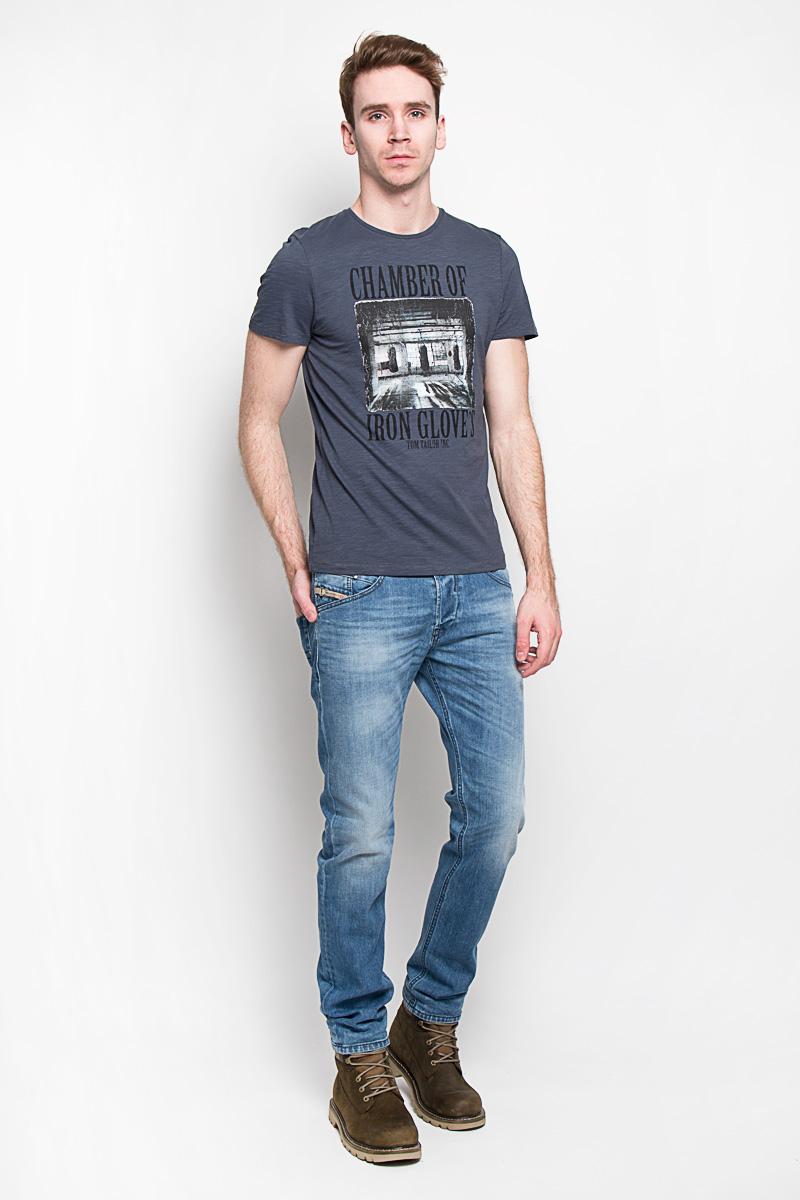 Футболка мужская. 1033602.00.101033602.00.10Модная мужская футболка Tom Tailor , изготовленная из 100%хлопка, прекрасно подойдет для повседневной носки. Материал очень мягкий и приятный на ощупь, не сковывает движения и позволяет коже дышать. Футболка прямого кроя с короткими рукавами и круглым вырезом горловины оформлена оригинальным принтовым рисунком. Такая модель будет дарить вам комфорт в течение всего дня и станет стильным дополнением к вашему гардеробу.